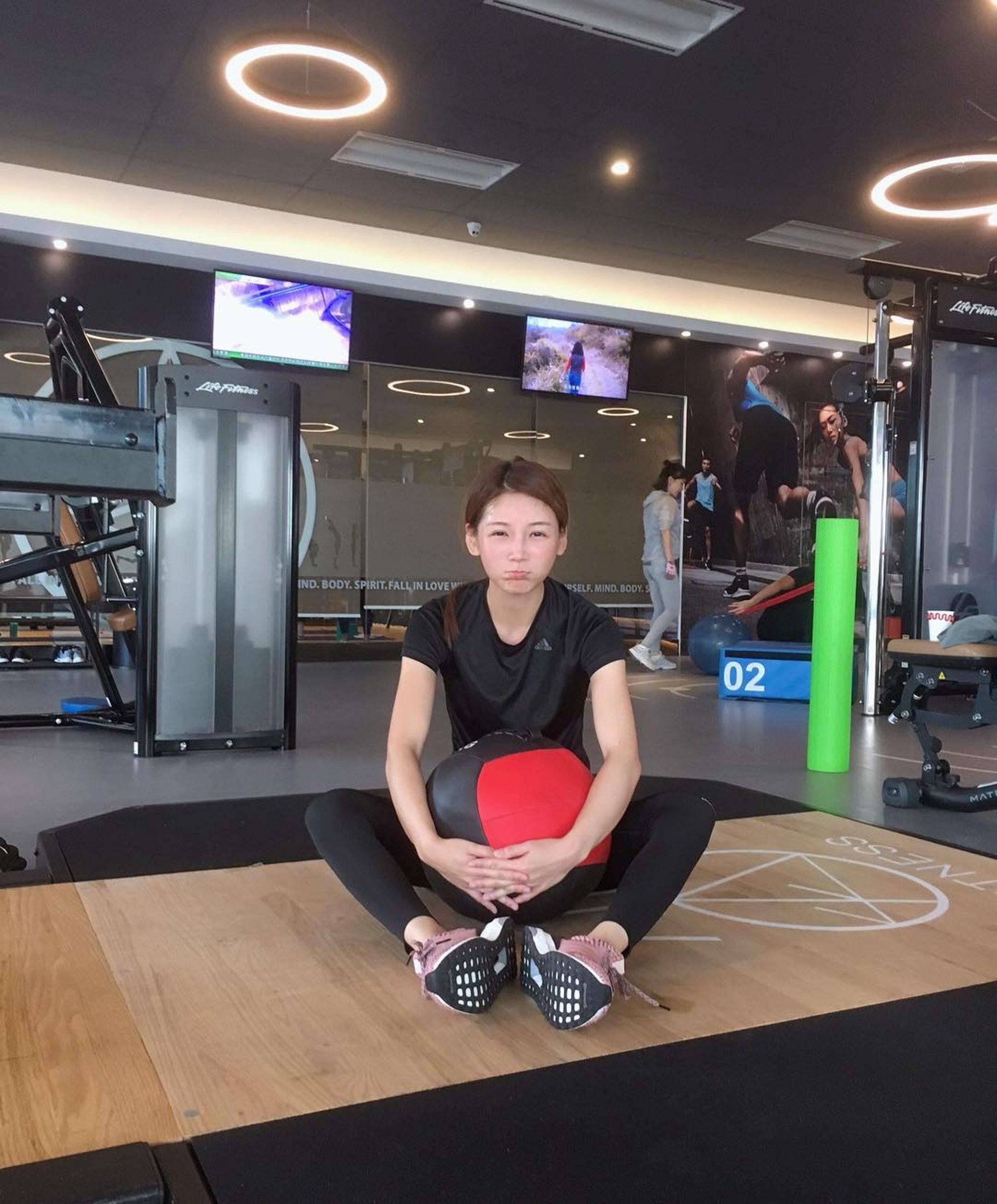 簡淑兒話自己用咗半年時間先練成六舊腹肌。(IG圖片)