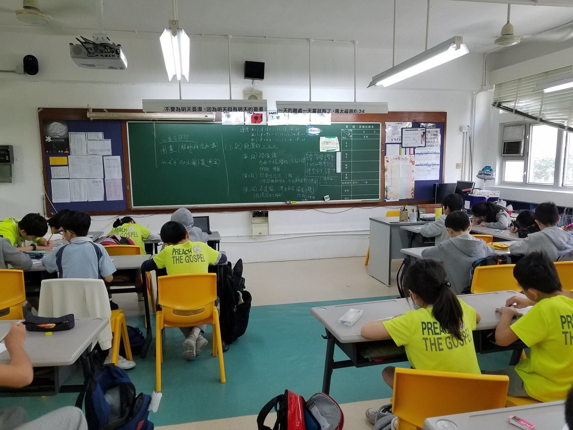 學生們於「懲.信」活動後寫信給囚友,與他們做筆友。(浸信會天虹小學提供)