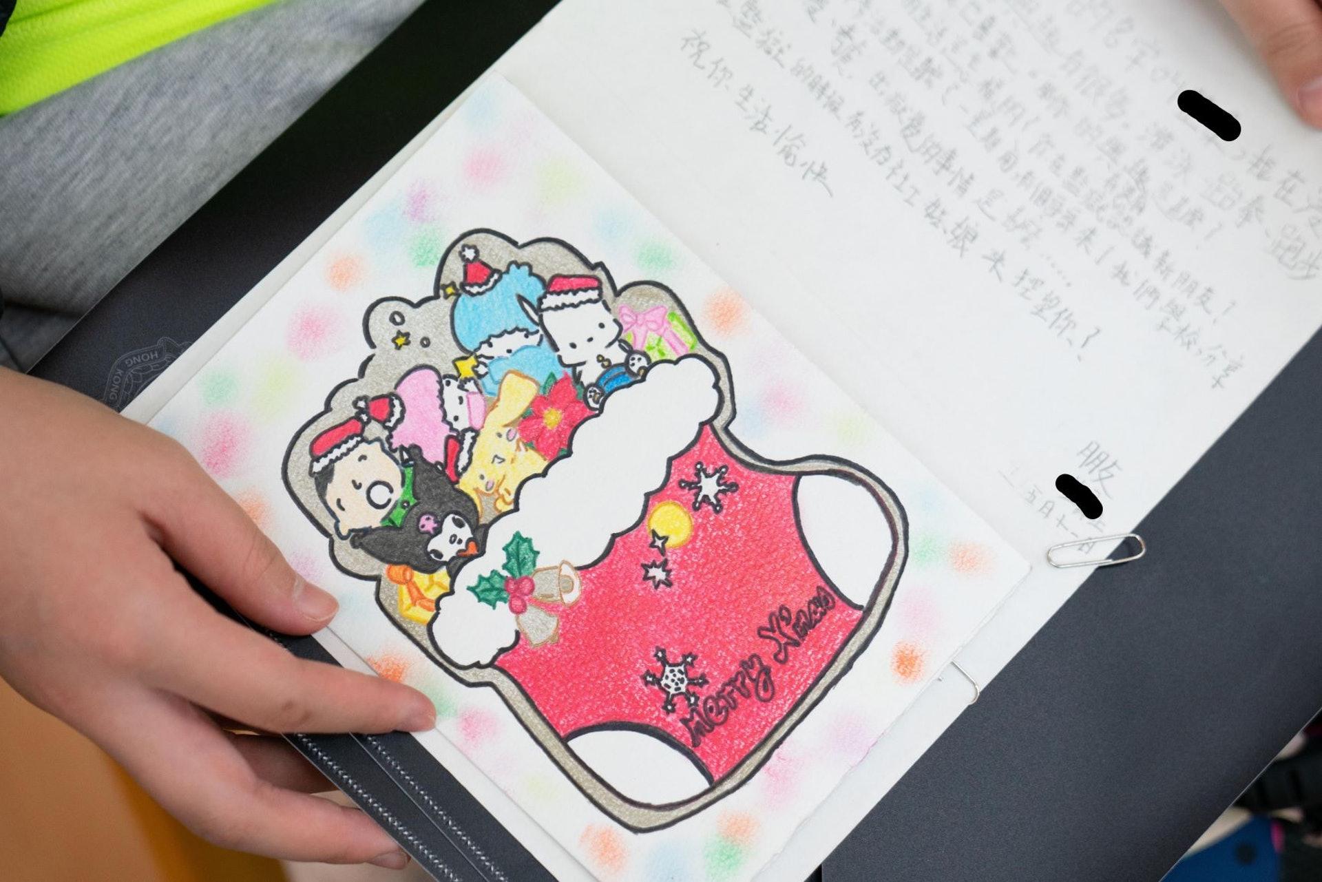 囚友給羅同學的回信上畫上五色繽紛的圖畫。(吳鍾坤攝)