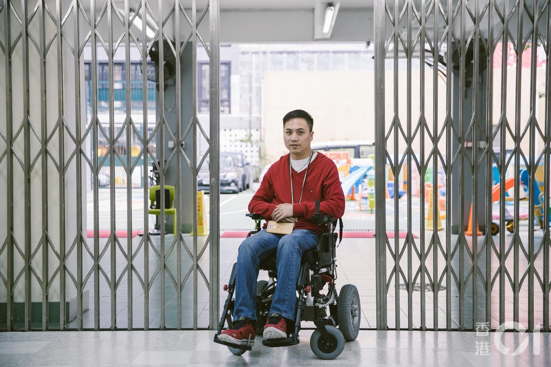 柳冕指,希望改變大眾認為輪椅一家是傷殘人士使用的想法。(鄭子峰攝)