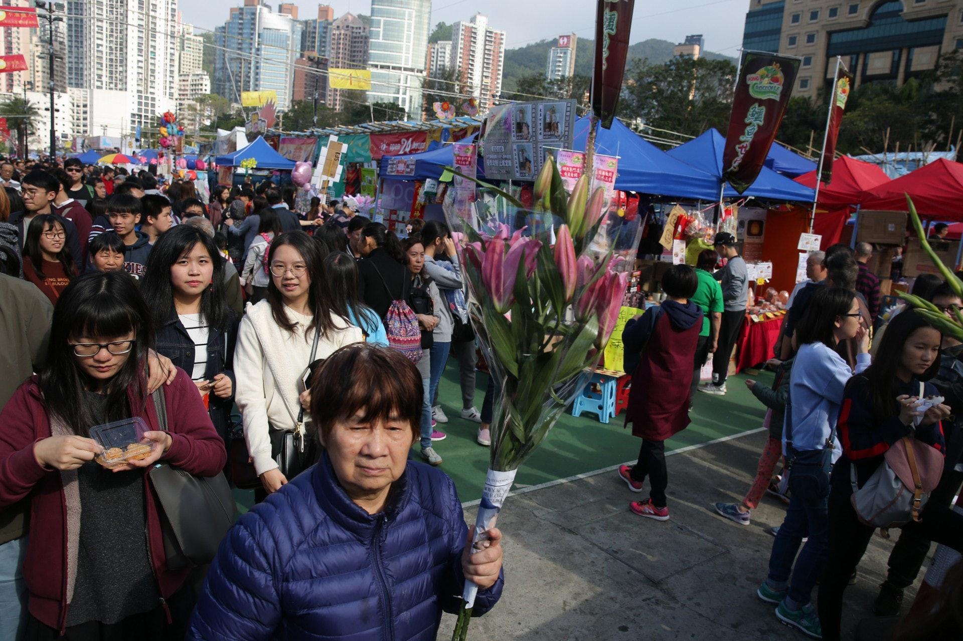 維園年宵市場今日人頭湧湧。(林若勤攝)