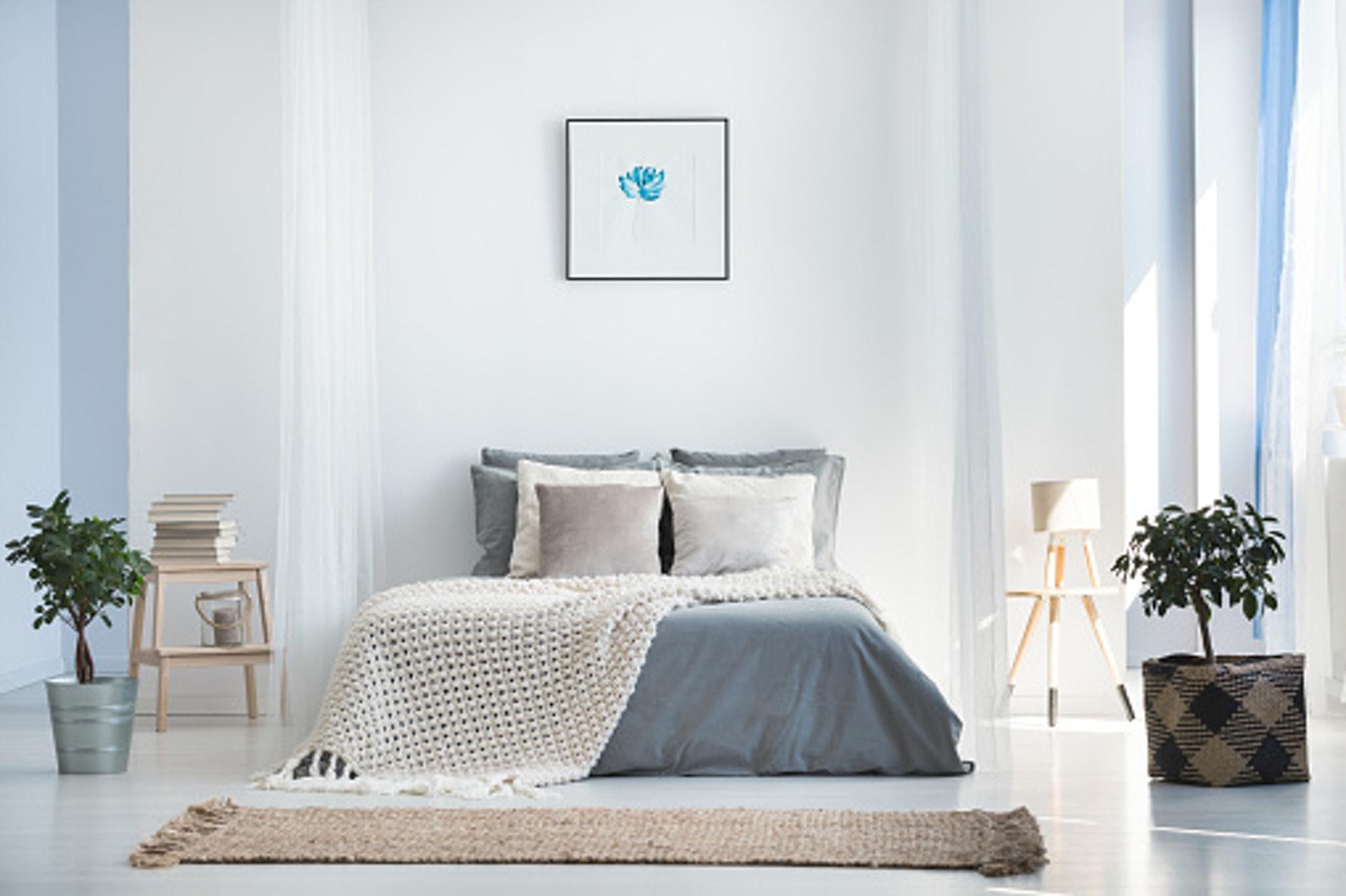 藍調優雅風屬於更加沉穩的選項,利用灰與深藍這兩個北歐色系作為主要的配色,帶給人一種俐落與幹練的感覺,但同時卻又不失其優雅的氣質。/© GettyImages (視覺中國)