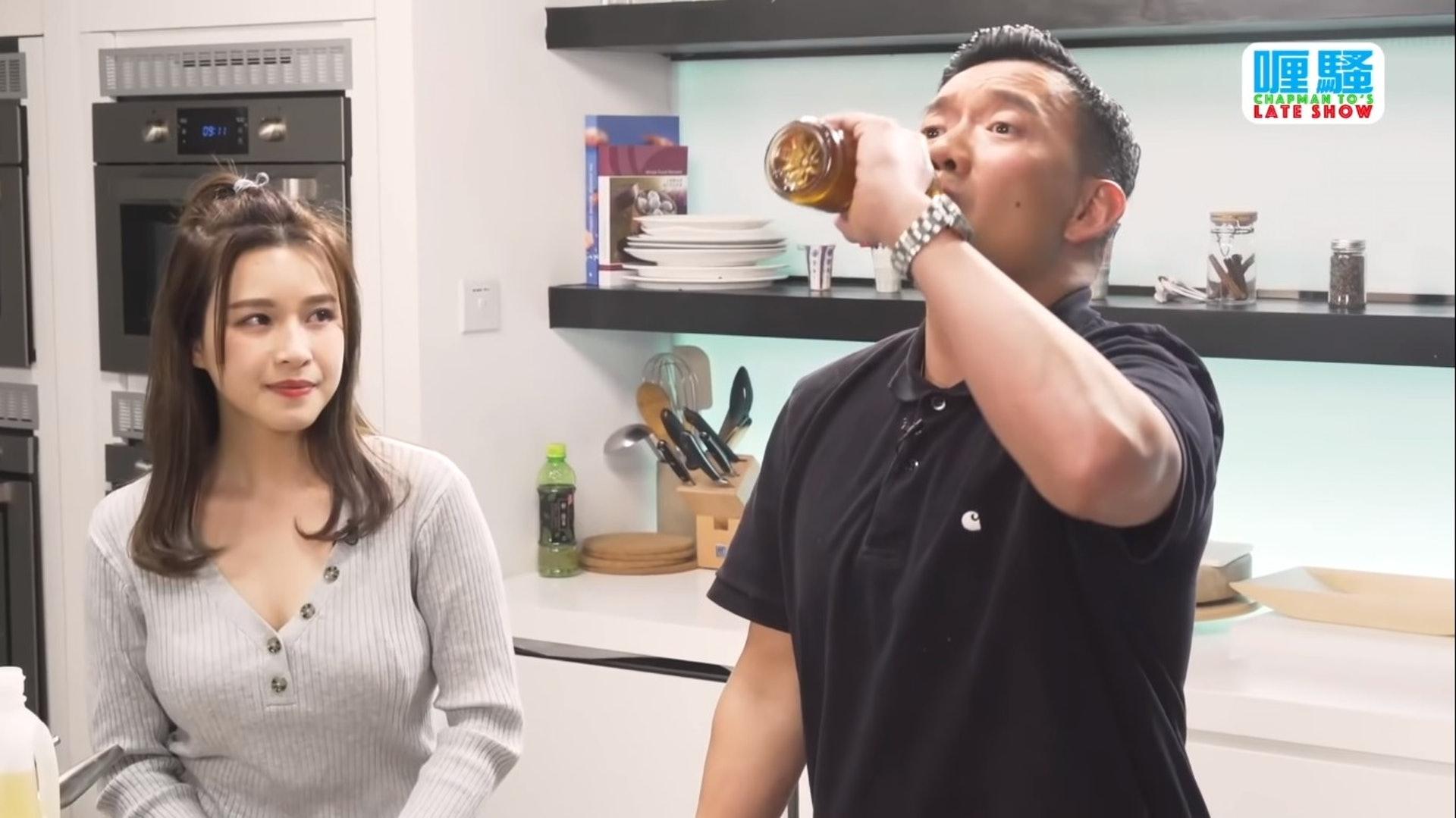 Renee提阿澤飲茶show 贊助的技巧很自然。(YouTube)