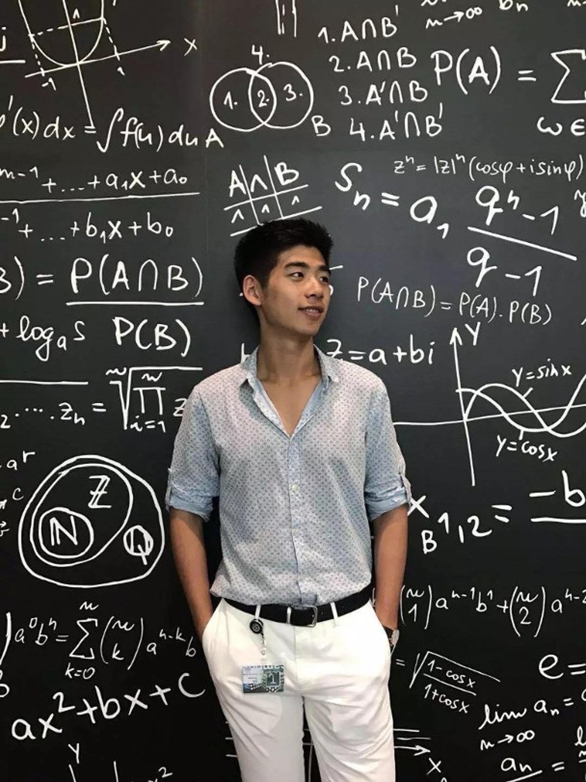 中文全名辛奇隆的Thomas是哈爾濱富二代「贏在起跑線上」,不但以絕佳成續考入哈佛大學,亦是當地少數考入哈佛的尖子,更被當地傳媒形容是「哈爾濱之光」。(ig圖片)