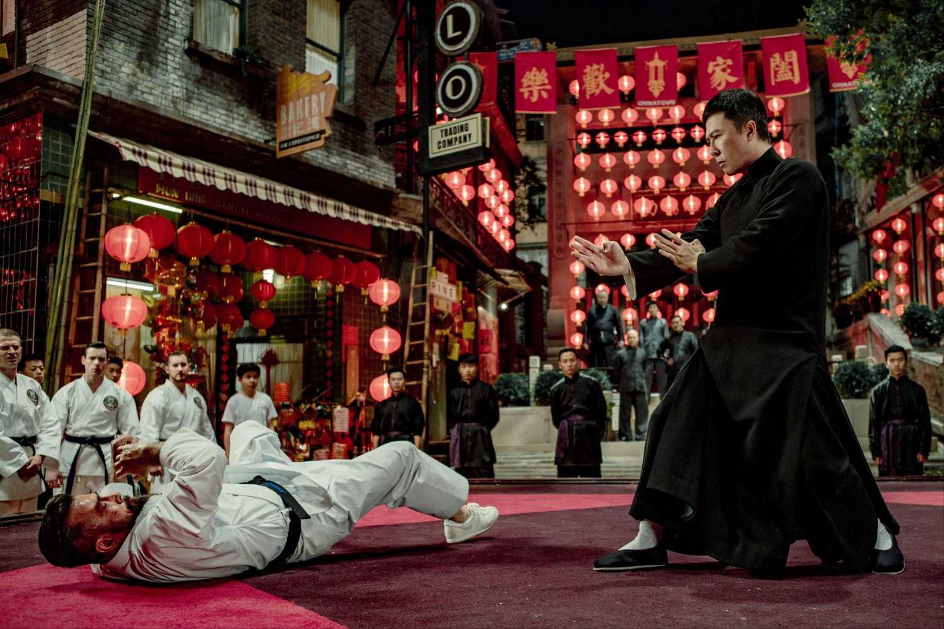 甄子丹主演的《葉問》系列電影一直叫好叫座,監製黃百鳴、導演葉偉信和甄子丹這個金牌組合可說是合作無間。(劇照)