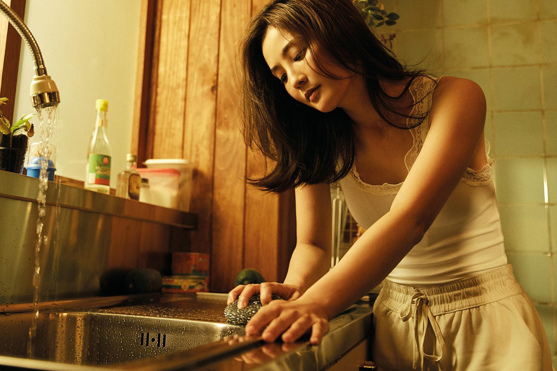 相集主題是《非分安分》,以廚房為主場景,帶出在這空間有不少「非分」的想法。