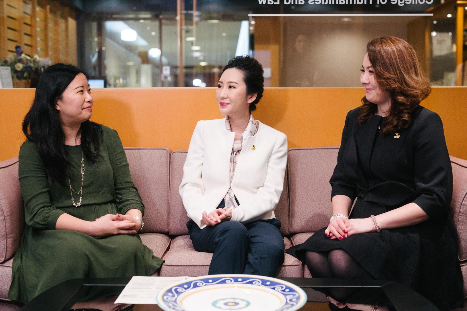 華龍航空與HKU SPACE合作為期4個月的私人飛機款客服務管理證書課程。﹙歐嘉樂攝﹚