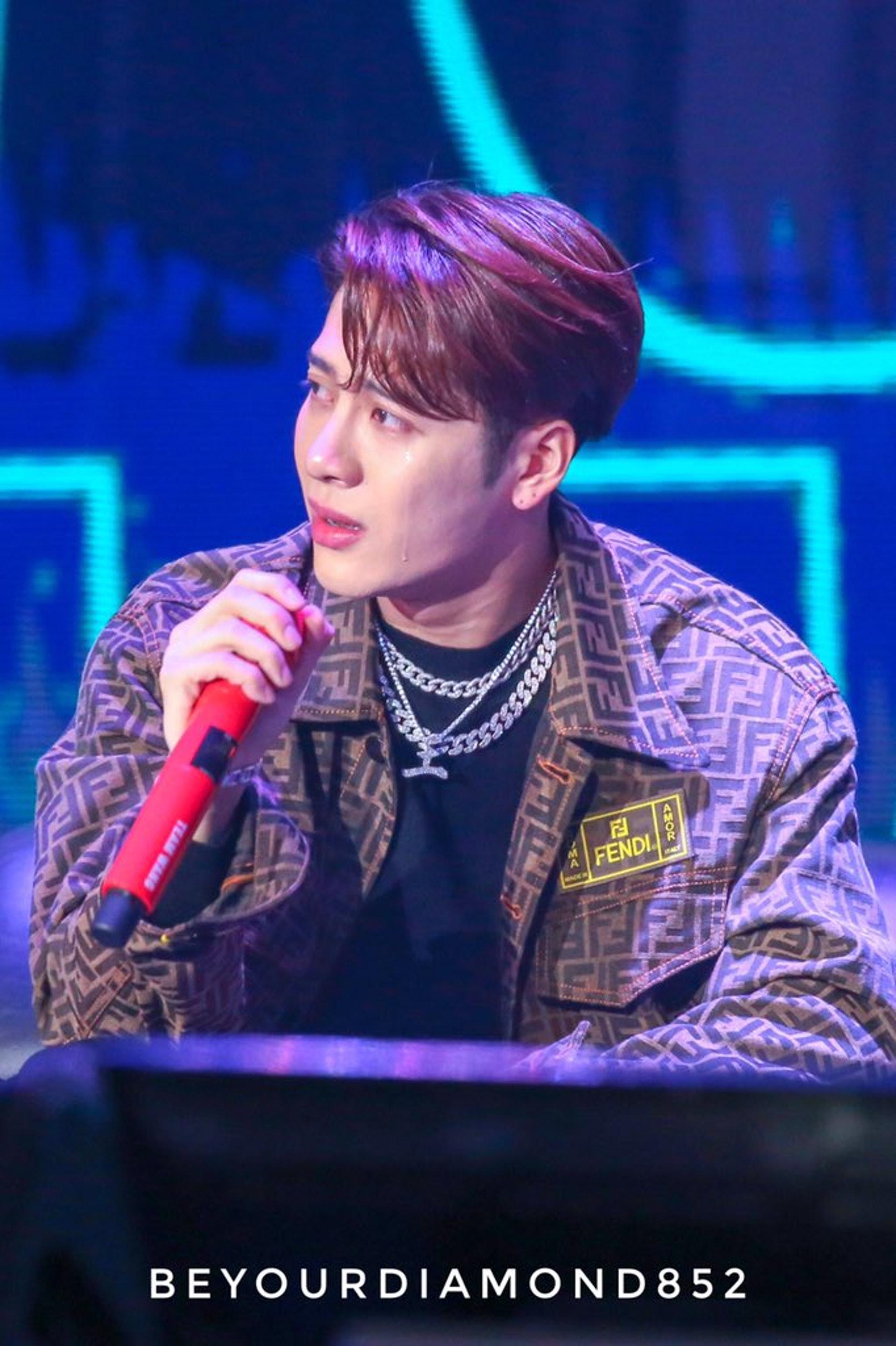 Jackson已兩次因同一指控而公開落淚,但繼續接拍大量綜藝行為被部分網友批評有自打嘴巴之嫌。(網上圖片)