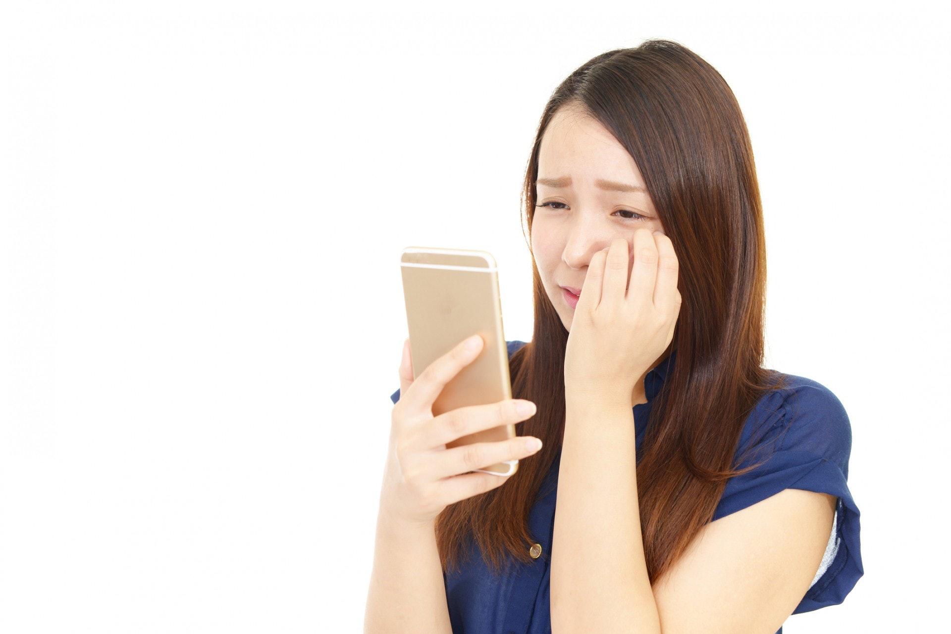 如果一個震動、一聲提醒,都會讓你感到焦躁不安,想要立刻點開手機回覆,那麼請試著關掉你的手機提醒吧!(Gettyimages/視覺中國)