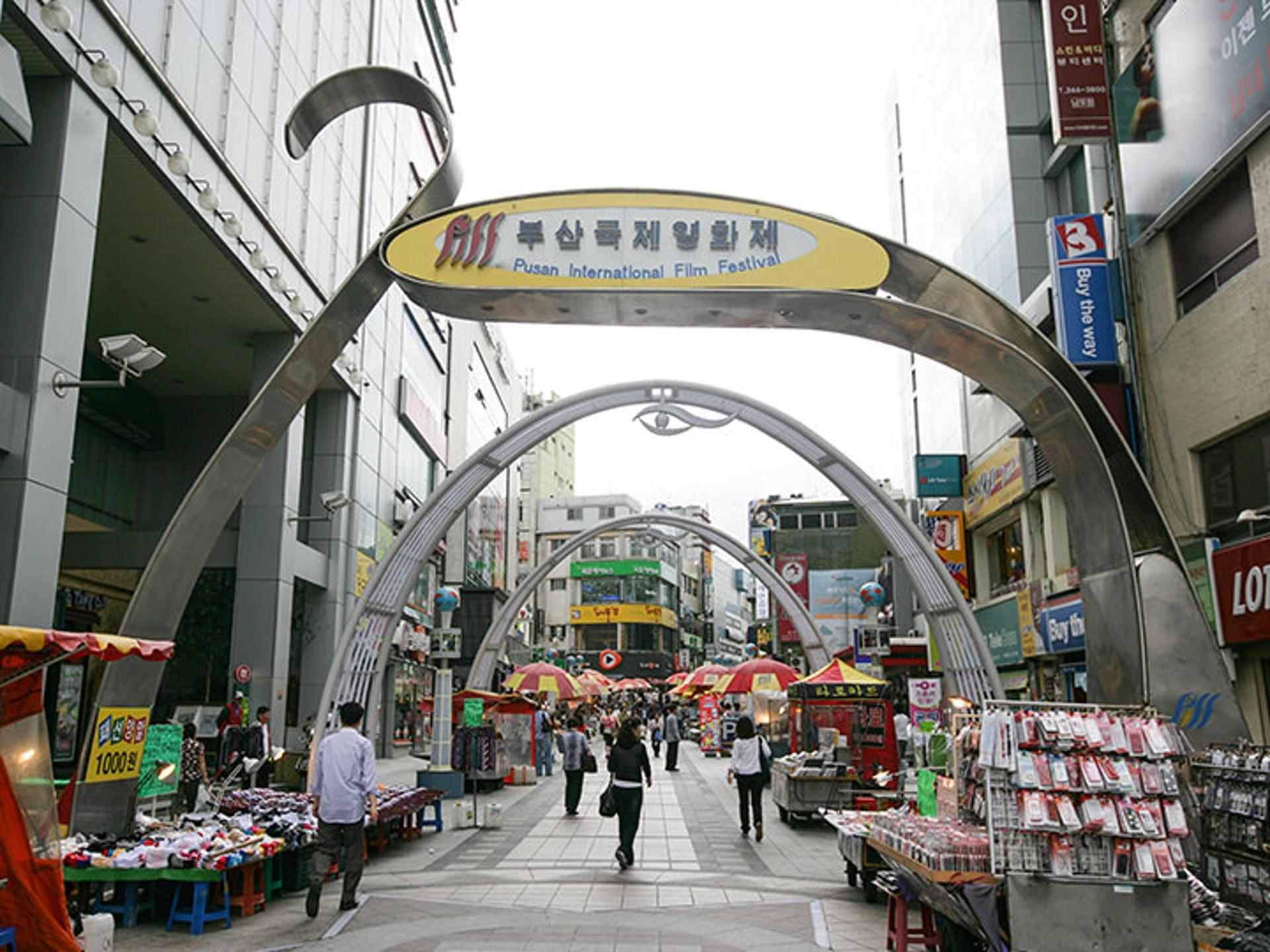BIFF廣場——遠近聞名的甜餅攤!過去的電影節主會場(韓巢)