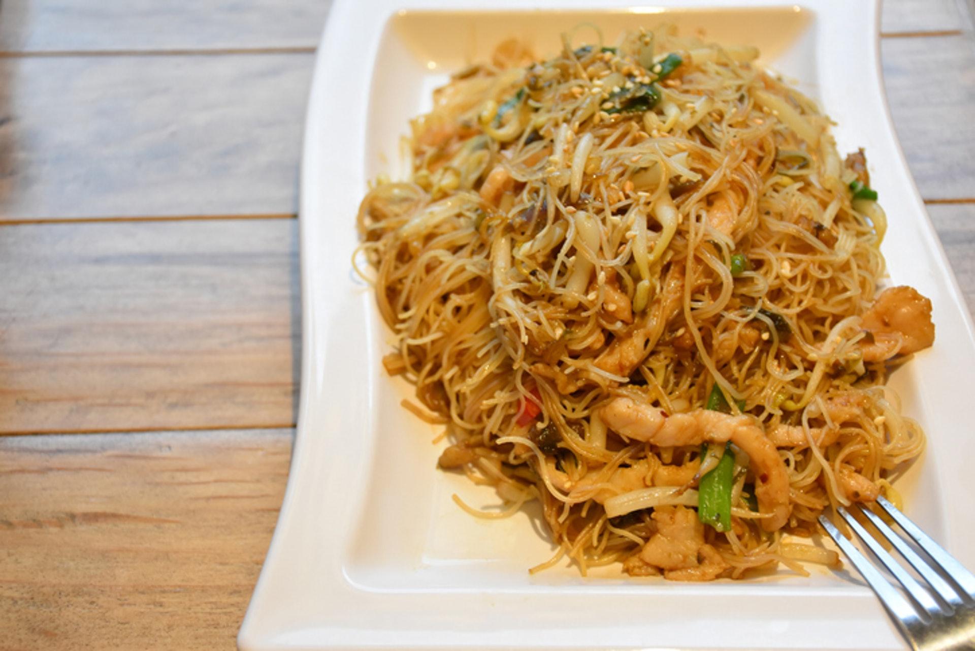 雖然茶餐廳的食物大多都非常油膩,但只要小心選擇,也可以吃得健康。(GettyImages/VCG)