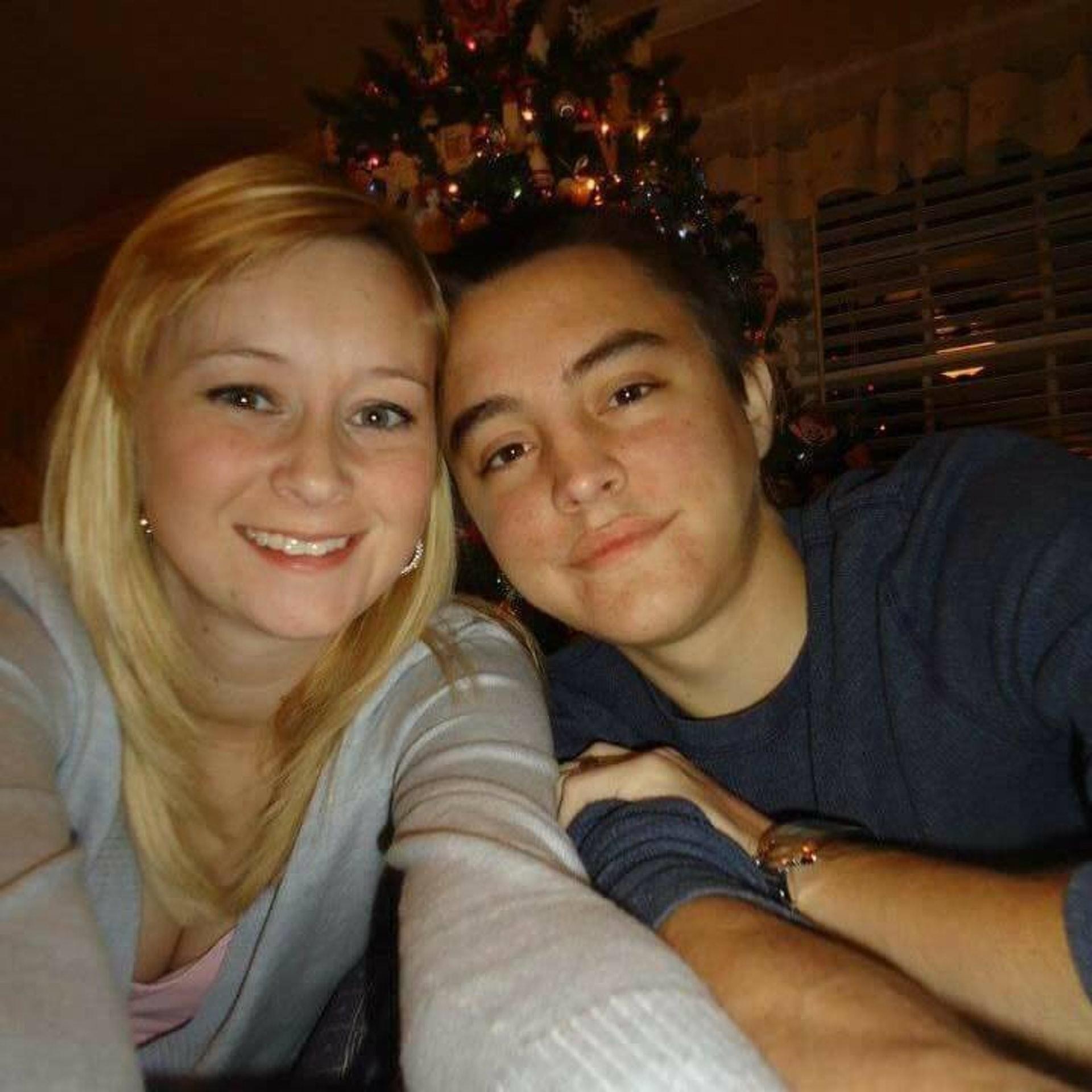 凱蒂(Katie Prager)和道爾頓(Dalton Prager)均患上「囊腫性纖維症」,相遇後幾乎立即墮入愛河,最終結成夫婦,在2016年相隔5天先後病逝。(facebook「Dalton and Katie Prager's Transplant Page」圖片)