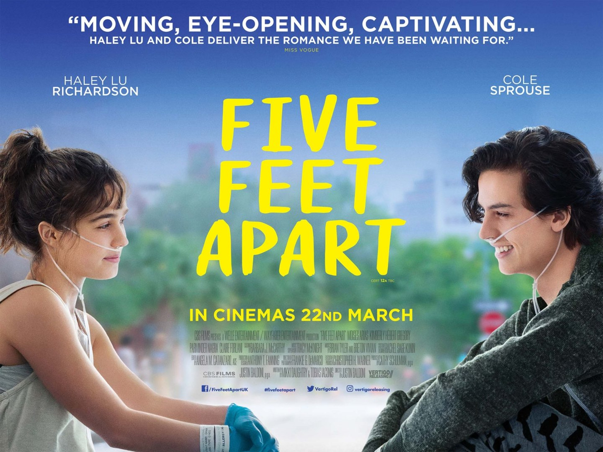 美國愛情電影《我的五步男朋友》(Five Feet Apart),講述兩位主角均罹患「囊腫性纖維症」,在同醫院治療期間日久生情,惟彼此間距離不能超過5呎。(電影海報)