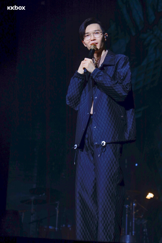 一連兩夜的演出中,方大同不像多數歌手採用華麗舞台或華美衣飾(KKBOX提供)