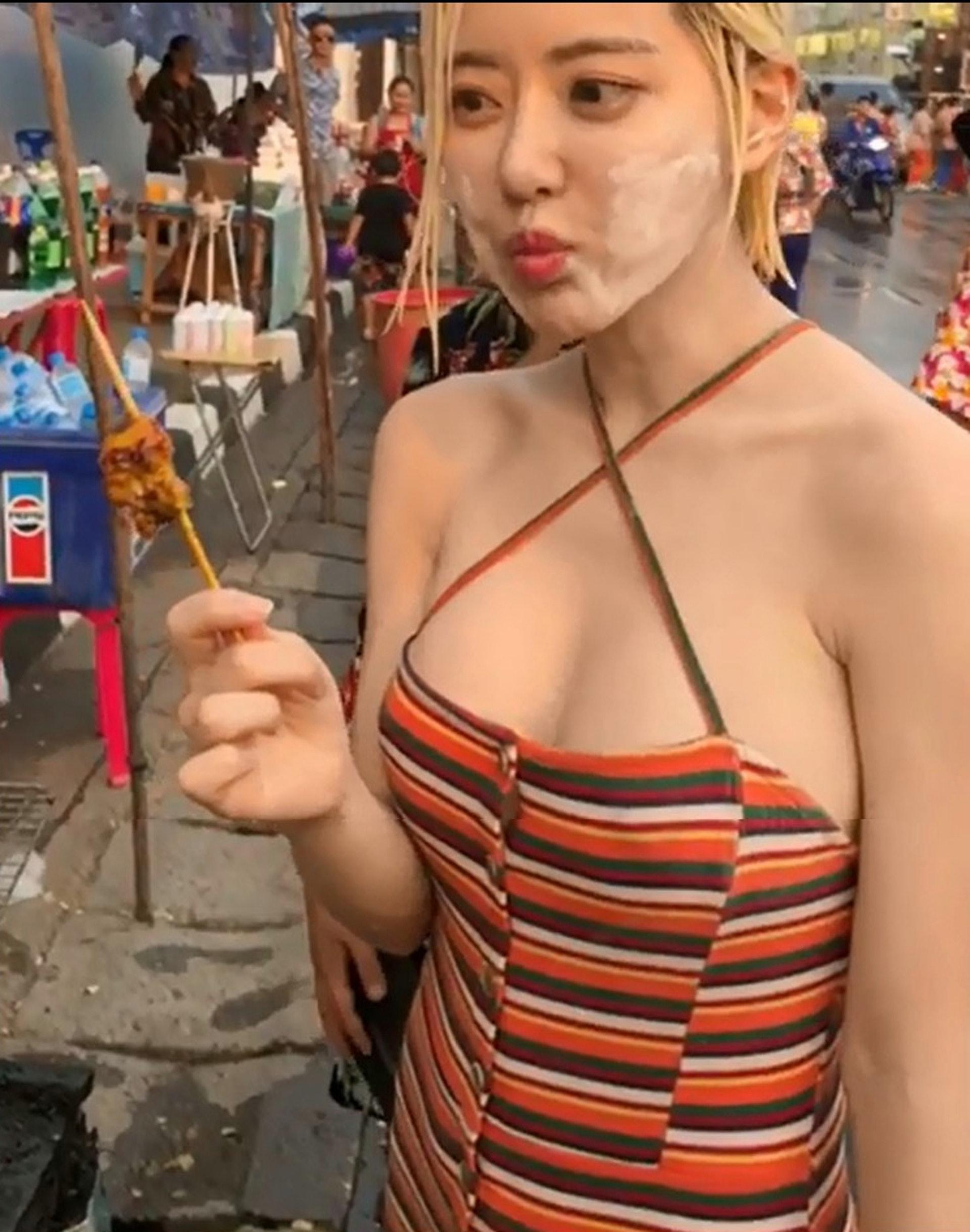 玩樂過後,DJ Soda也吃了泰國的街頭小食。(截圖)