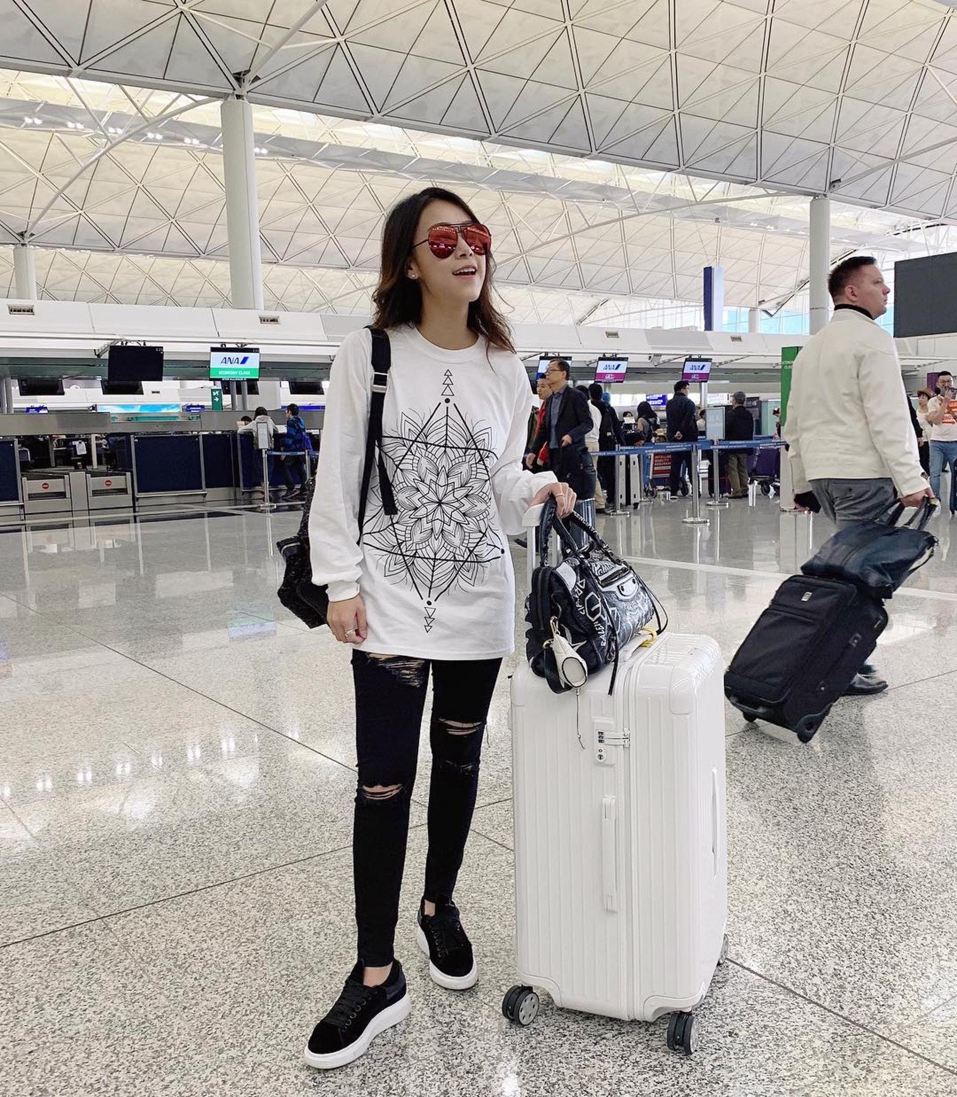 黃心穎被影到喺洛杉機機場出現。
