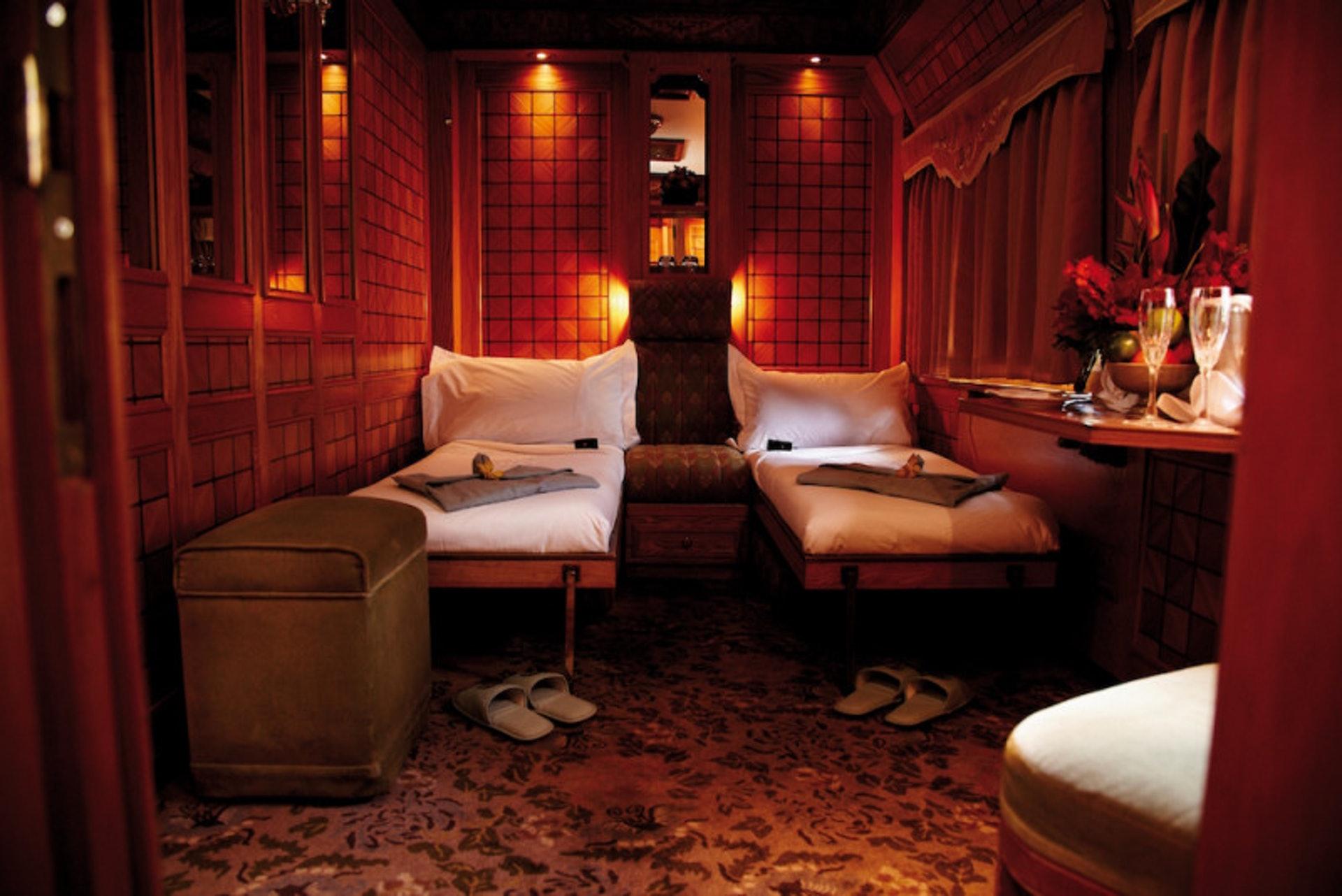 客房共分為標準艙房、豪華艙房、總統套房三等,皆能提供2位賓客入住,最多僅服務120位貴賓。(世界高級品提供)