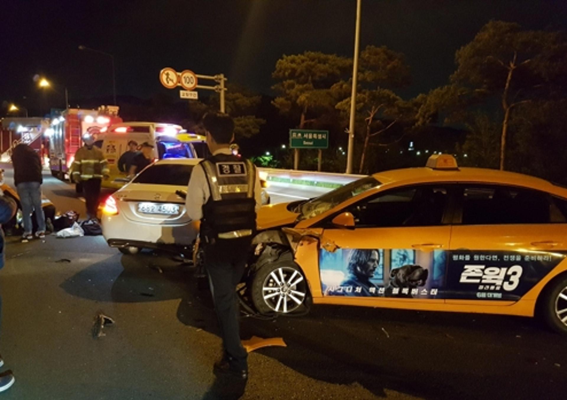 韓國仁川機場高速公路本月6日凌晨發生致命交通意外,造成一人死亡。(網上圖片)
