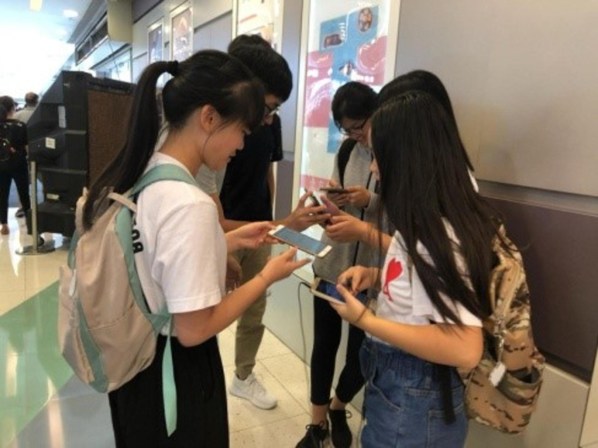 香港九龍塘基督教中華宣道會陳瑞芝紀念中學的學生參加了第十九屆『傲翔新世代』全方位青年領袖訓練計劃『環保與我』專題研習計劃