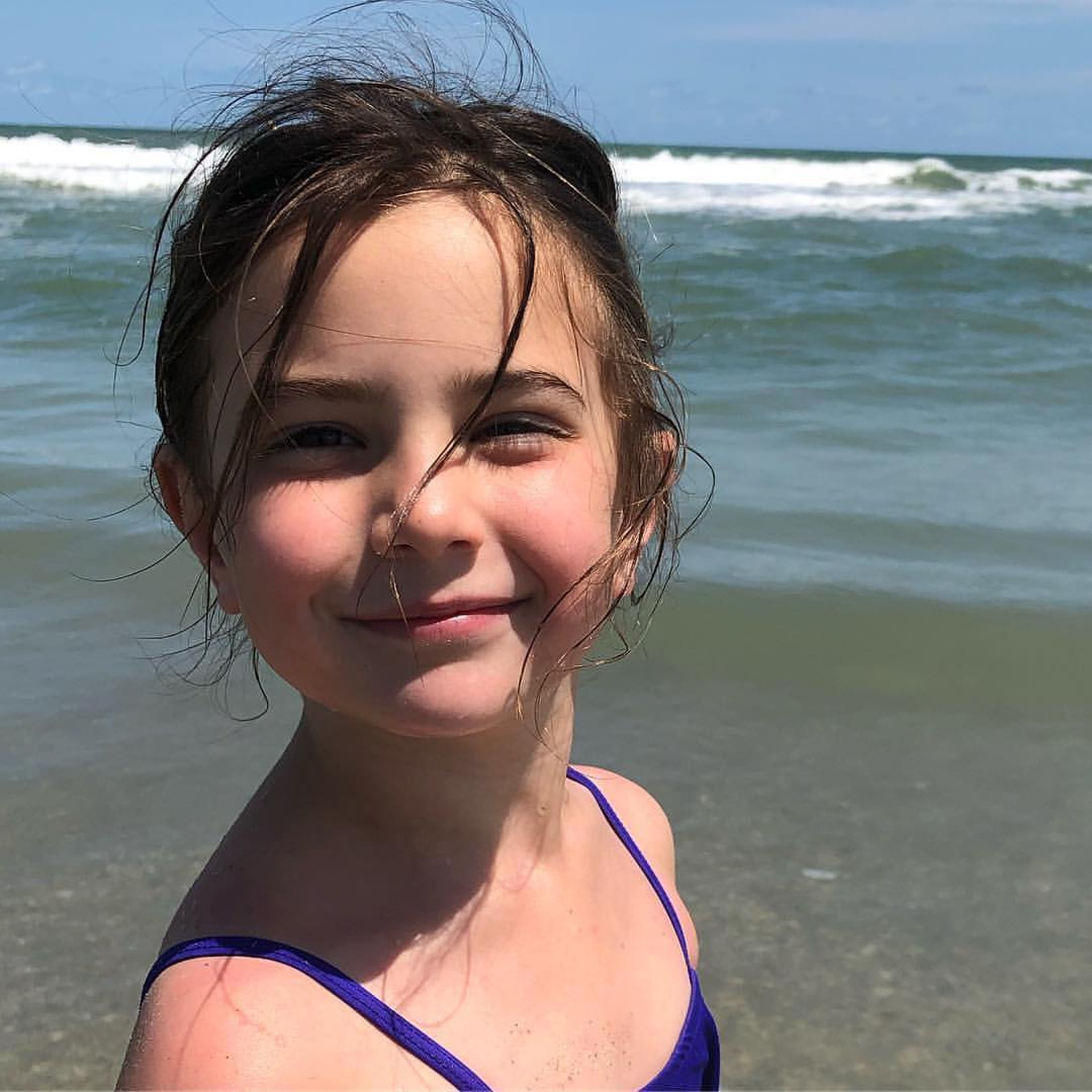 童星Alexandra Rabe今年只有6歲,但演技相當自然。(rachael.rabez IG 相片)
