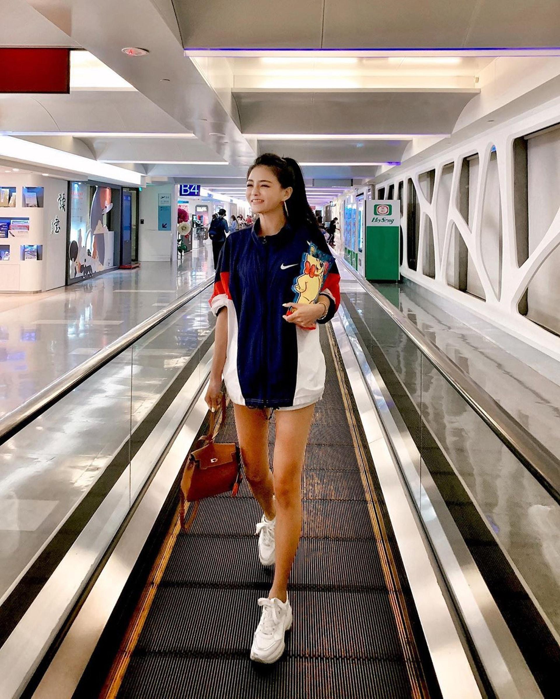 33歲台灣名媛夏黃廉盈因五官激似女星大S,被冠上「名媛圈大S」、「貴婦版大S」等稱號(lienhsia IG)