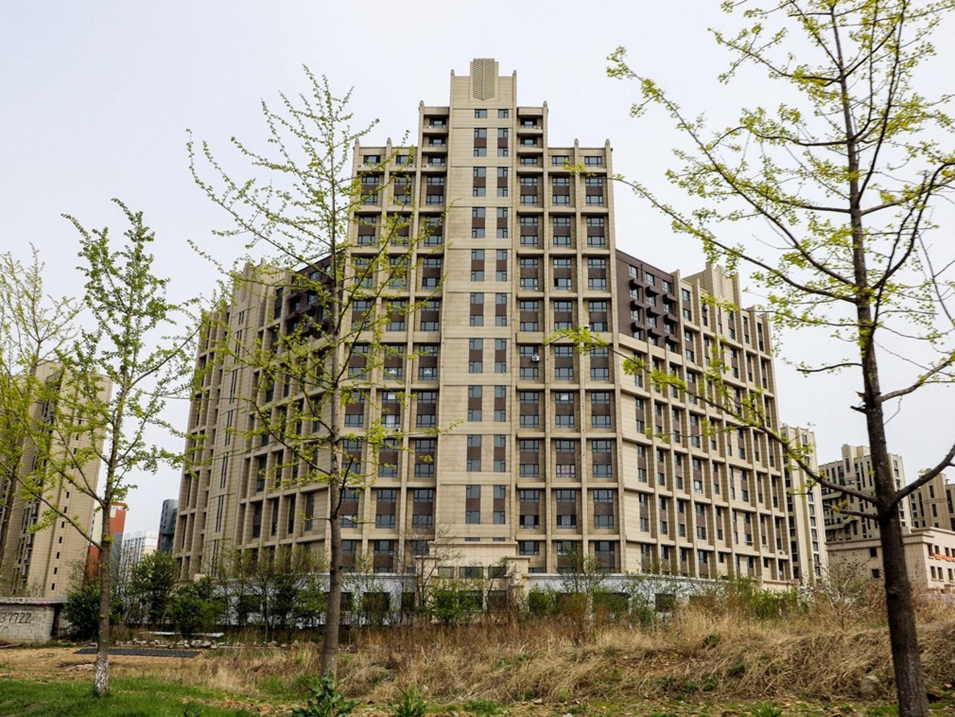 2018年5月12日,中國遼寧省丹東市的新區空置樓房。(視覺中國)