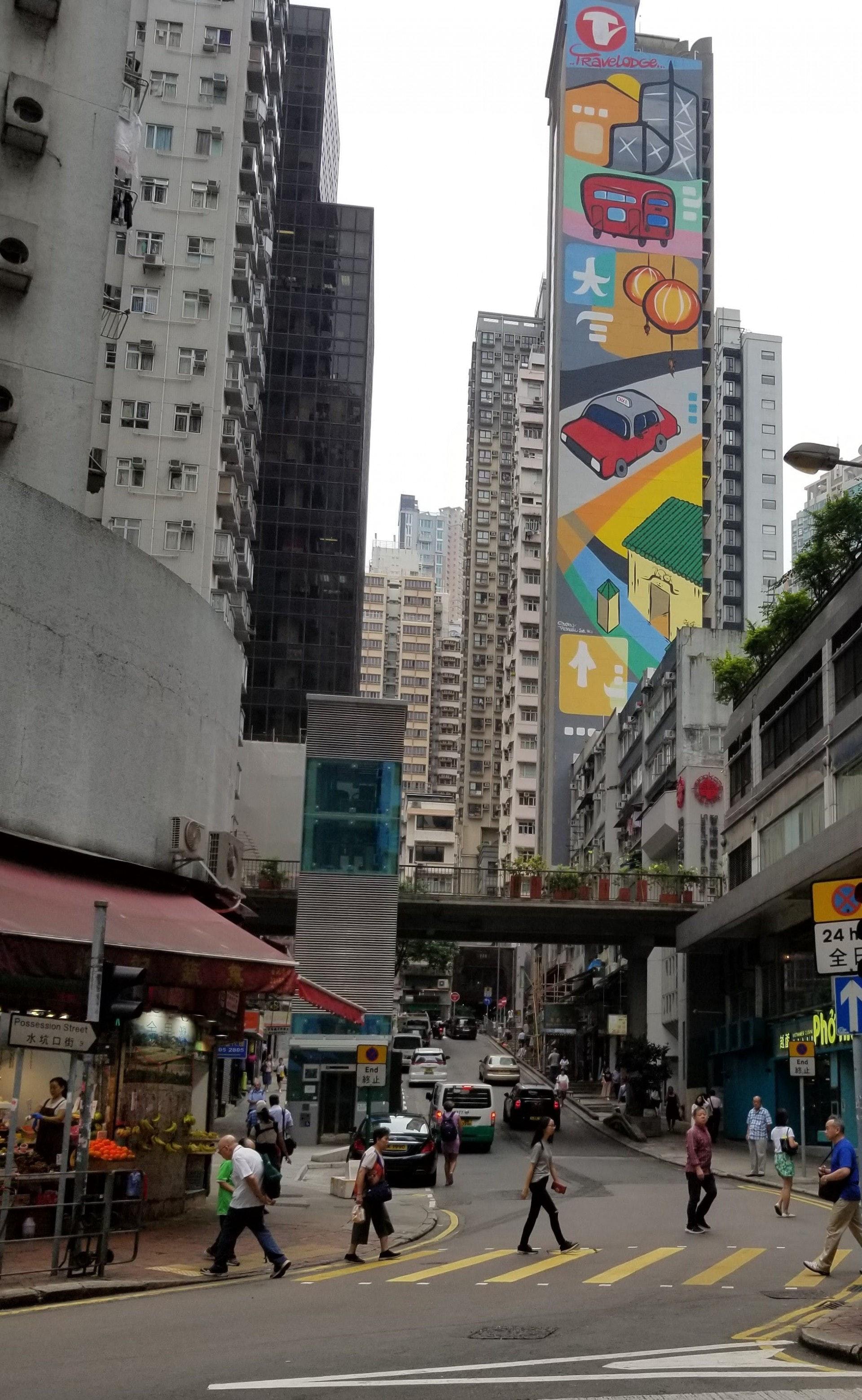 今天的水坑口街,英文是Possession Street,就是英國佔領香港的第一站,在上環文娛中心的斜對面,大家要去拍照「打卡」。(作者提供)