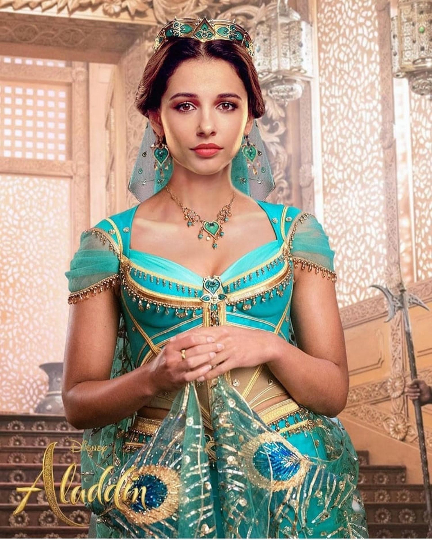 Naomi Scott帶著異國風情的臉孔把茉莉公主演繹得如動畫般動人。(《阿拉丁》劇照)