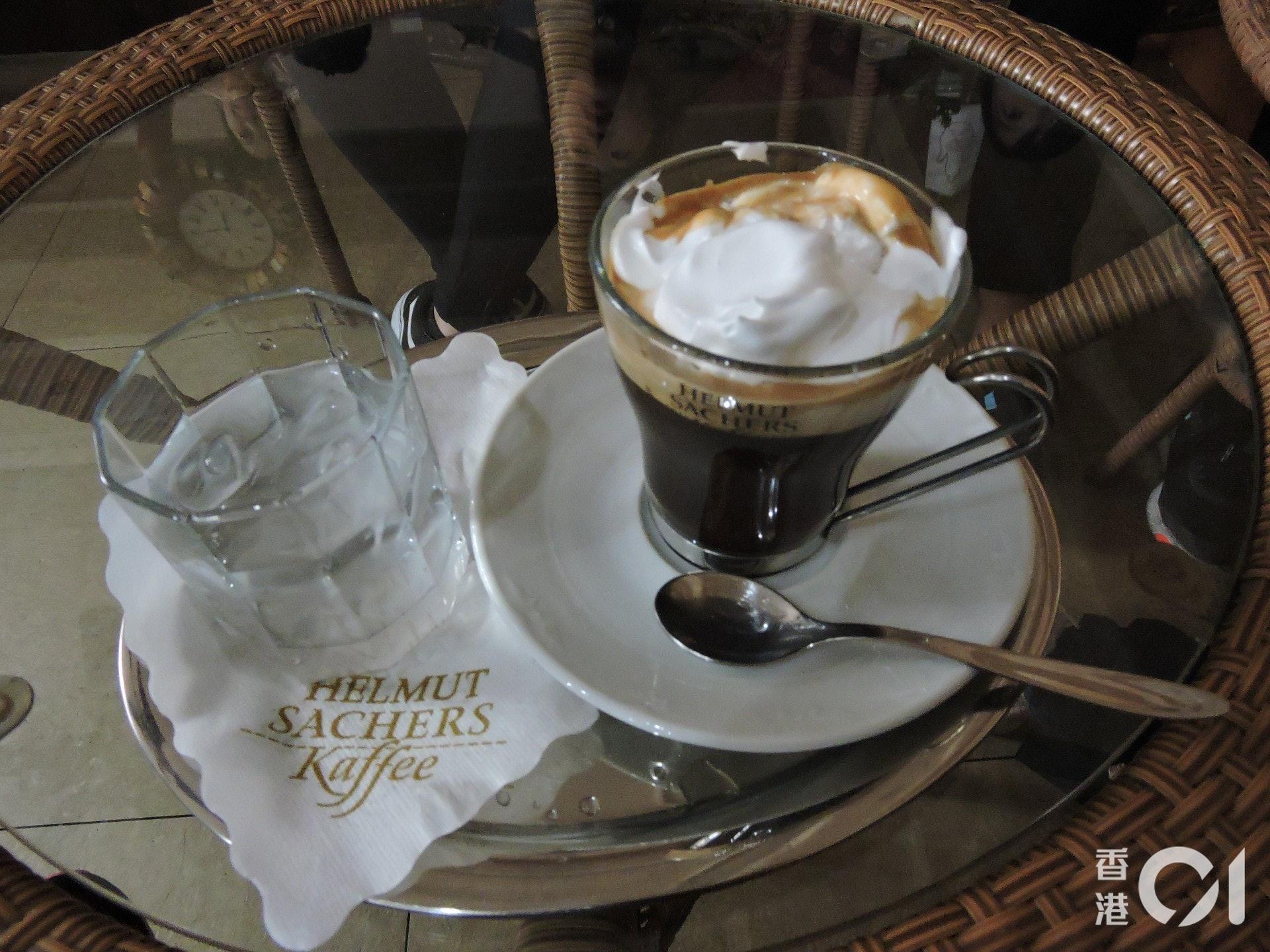西式咖啡館可嘗到的特色咖啡,導遊指咖啡豆大多是進口的。(歐陽翠詩攝)
