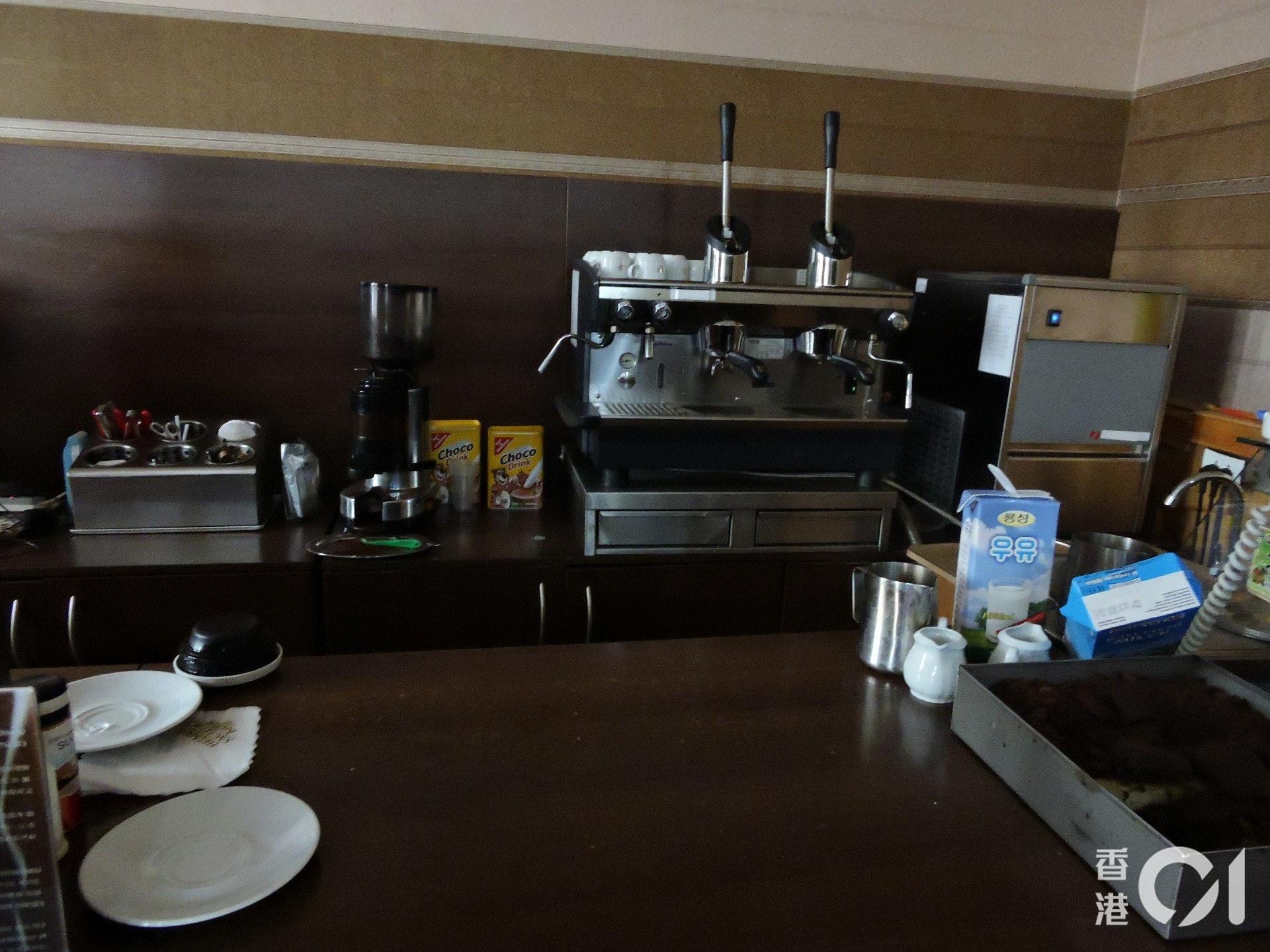 當地人有機會到外國學習沖調咖啡及拉花,都是由國家安排的。(歐陽翠詩攝)