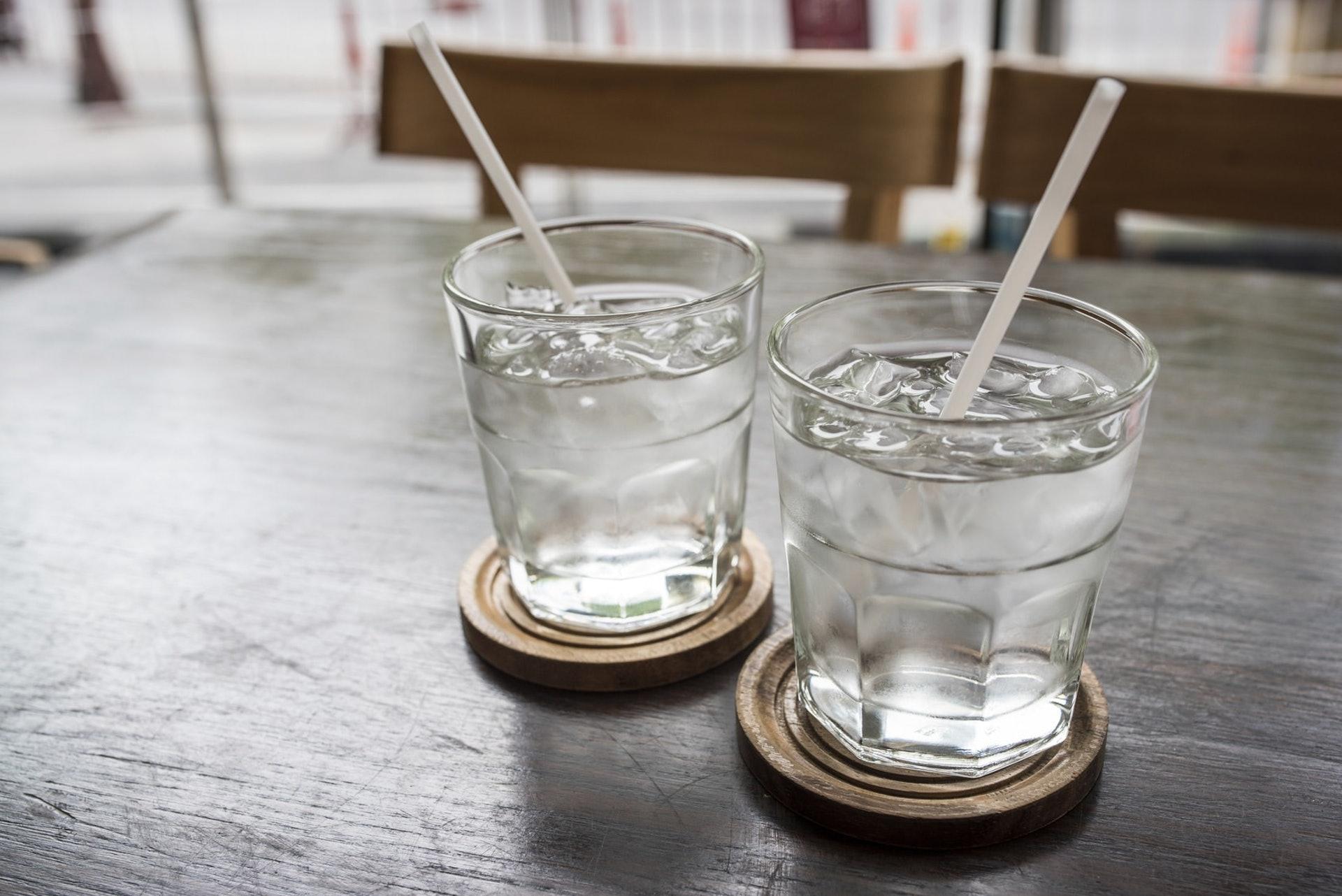 1.水|毋庸置疑,水當然是首選。自小已聽到人講每日飲8杯水,原來醫生建議女性飲8杯水、男性飲13杯水,當然最好就是按自己身體狀況尋找醫生建議啦。(iStock)