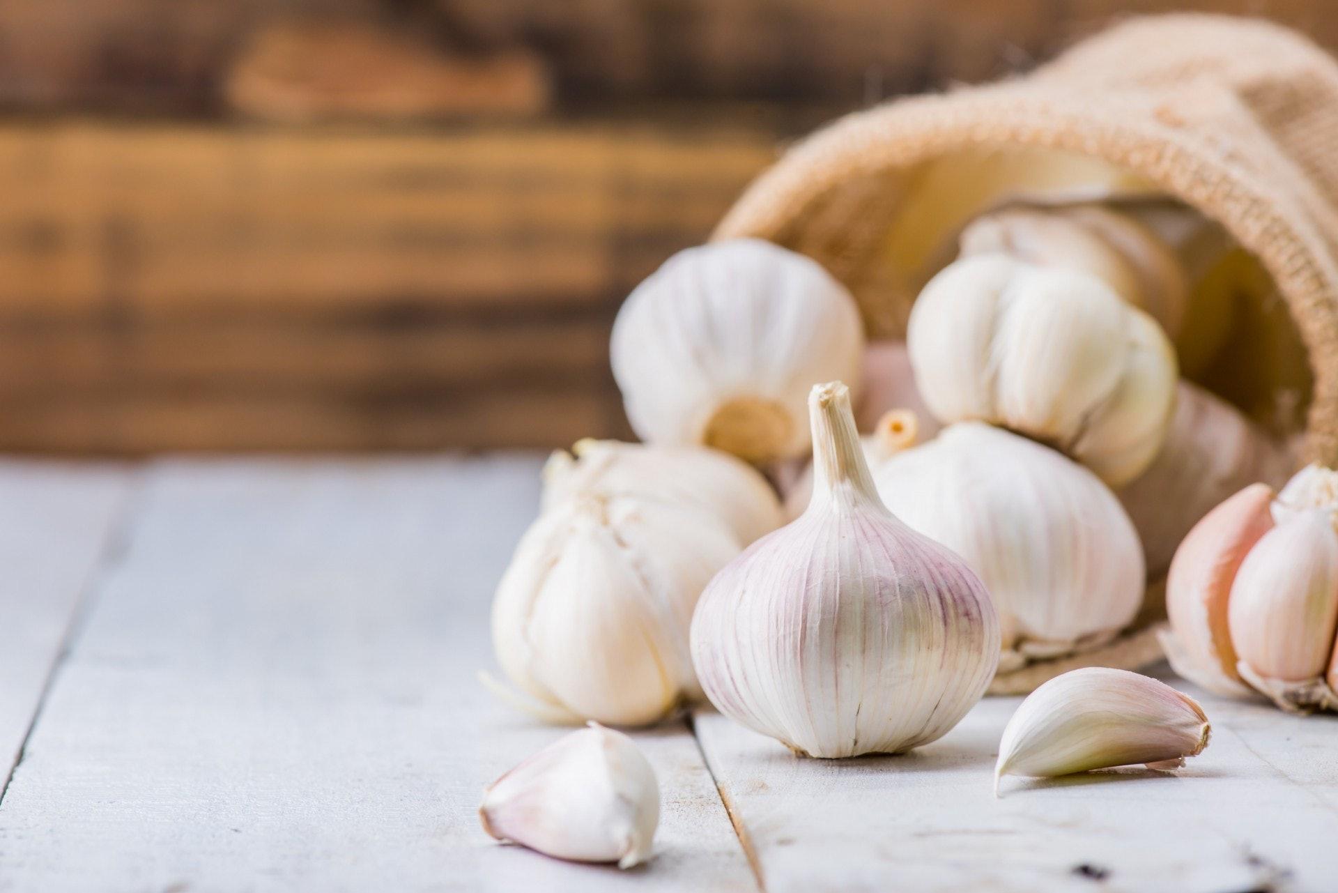 6.蒜頭|蒜頭可謂一種天然草本藥物,以殺菌功效見稱。另外也有不少研究顯示,蒜汁加上甲福明(一種治療二型糖尿病的藥物)會有保護腎臟的功效。(GettyImages)