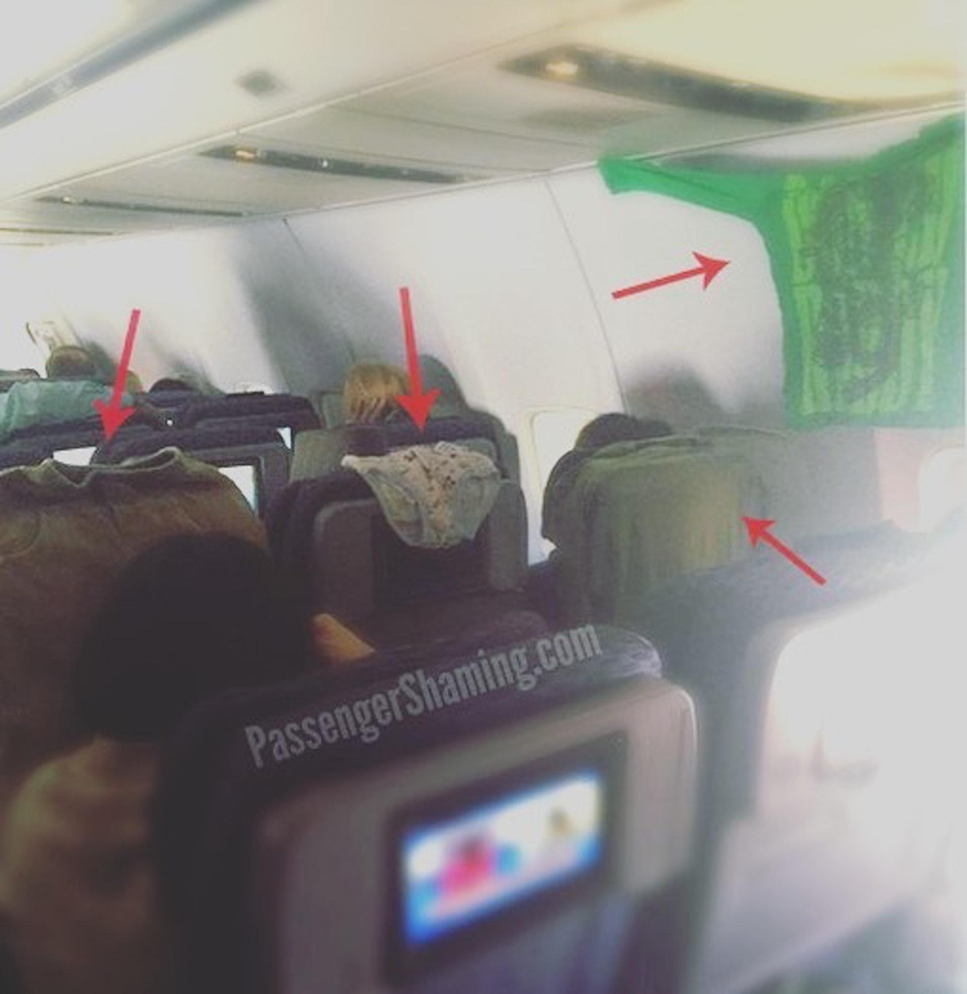 晾底褲|竟然會有乘客在機上晾底褲,真的令人眼界大開。(圖片來源:passengershaming@ig)