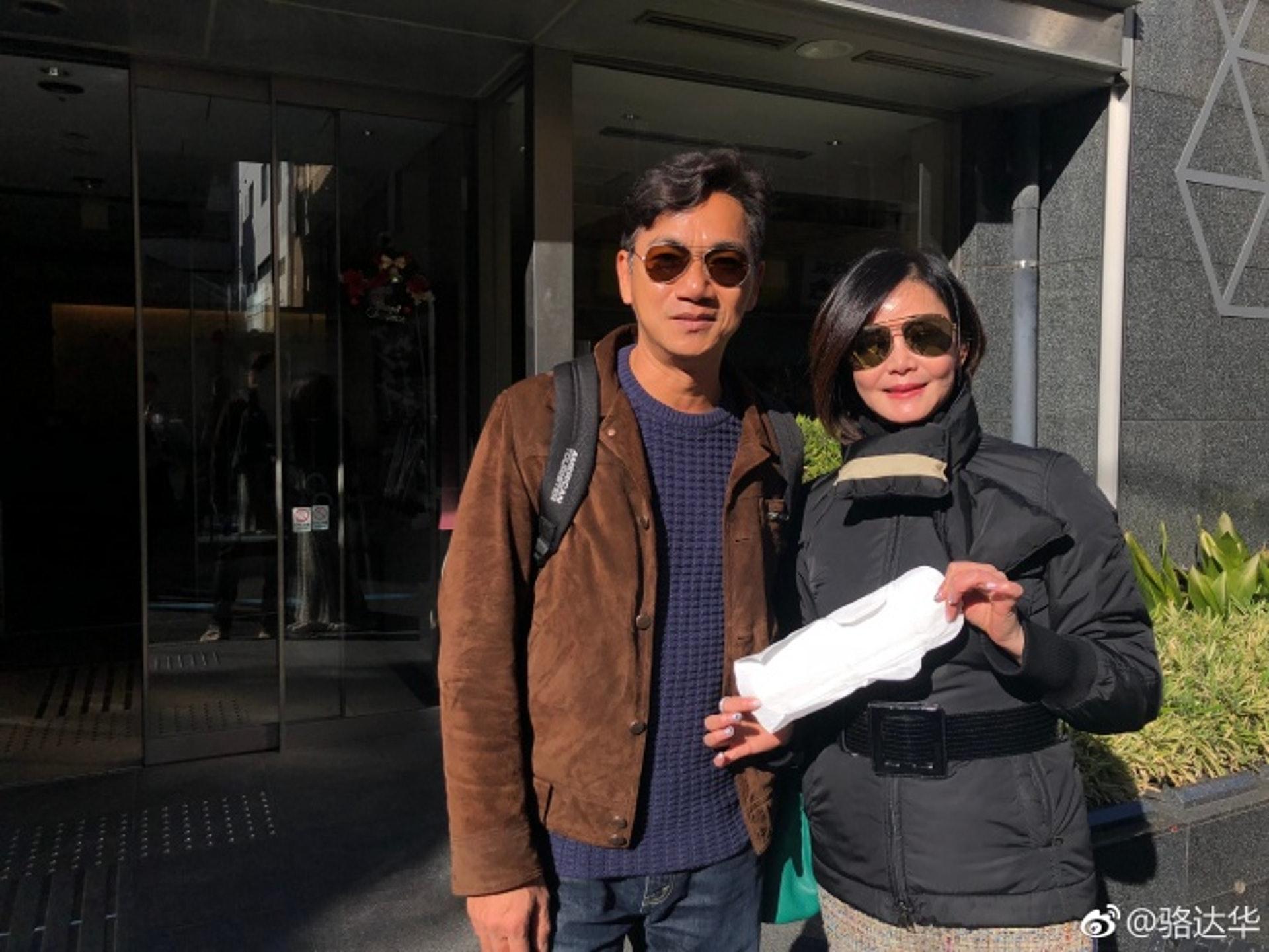 駱達華與他的妻子盧燕。(微博@駱達華)
