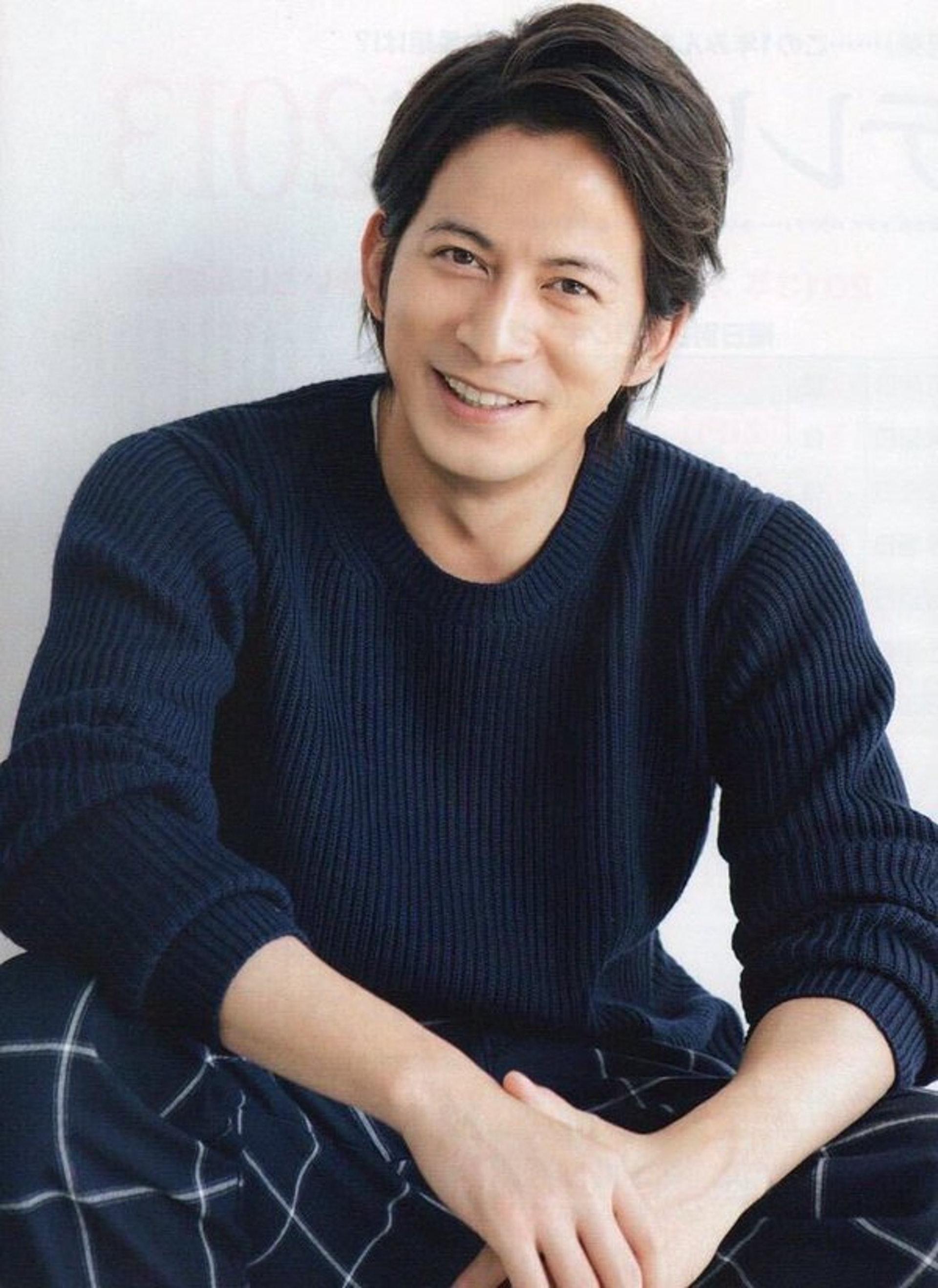 岡田准一曾獲日本奧斯卡影帝,與女星宮崎葵於2017年結婚。(尊尼事務所官網圖片)