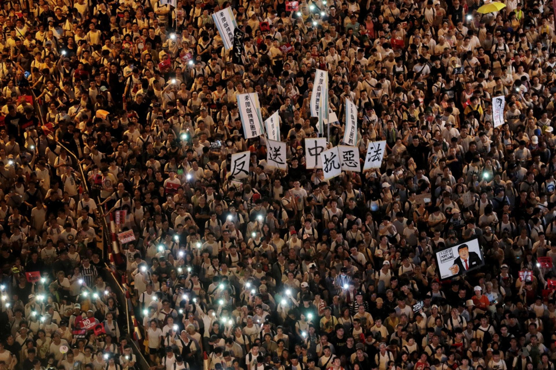 港府全力硬推修訂《逃犯條例》,激發社會極大矛盾。民陣上周日(9日)發起反修例大遊行,指有103萬人參加。(資料圖片/李澤彤攝)