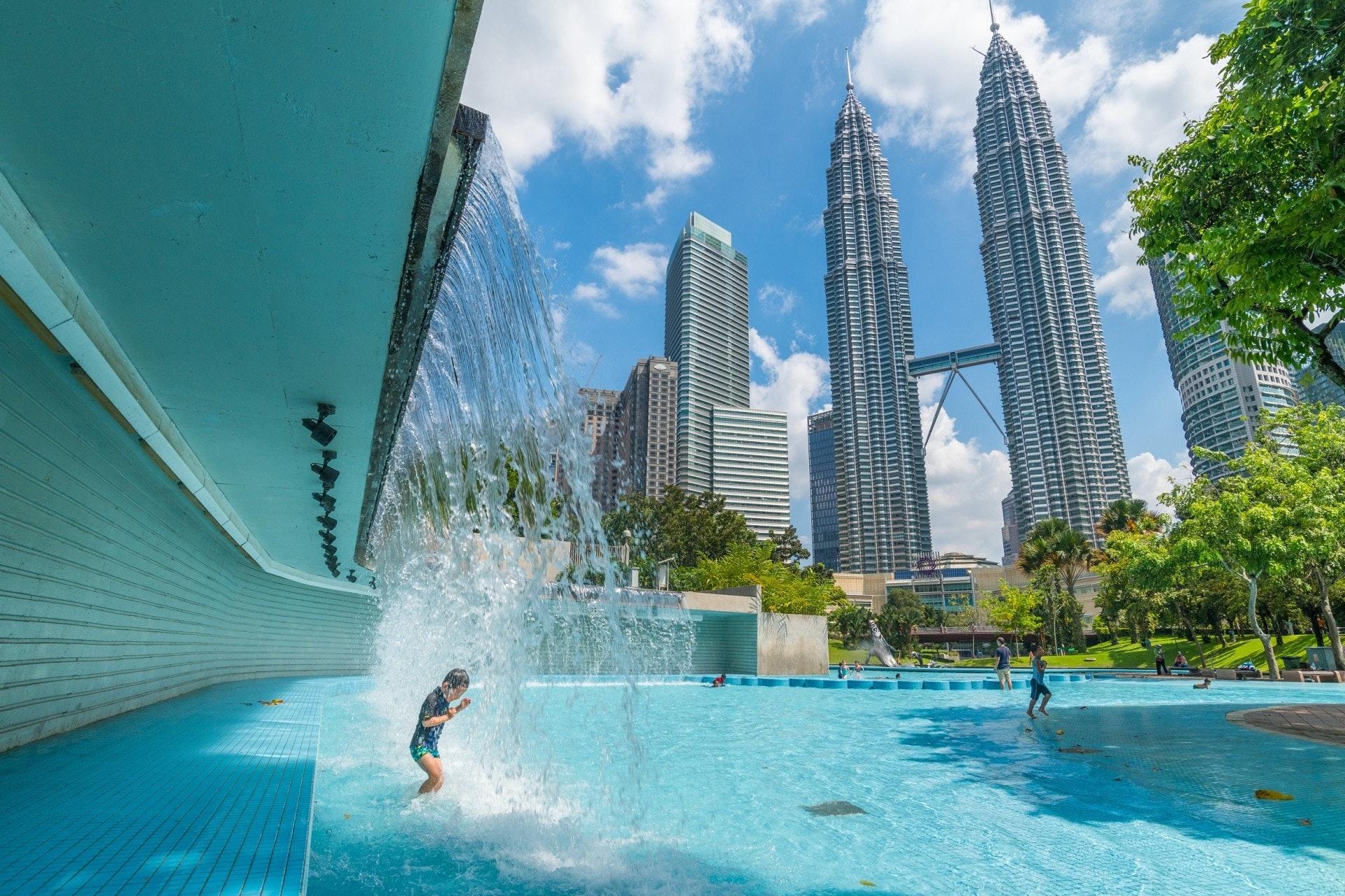 馬來西亞離香港近,氣候溫和,政治穩定,物價指數比香港低出不少,移居門檻較英美澳加等低,會成為打工仔的考慮嗎?(Getty/VCG)