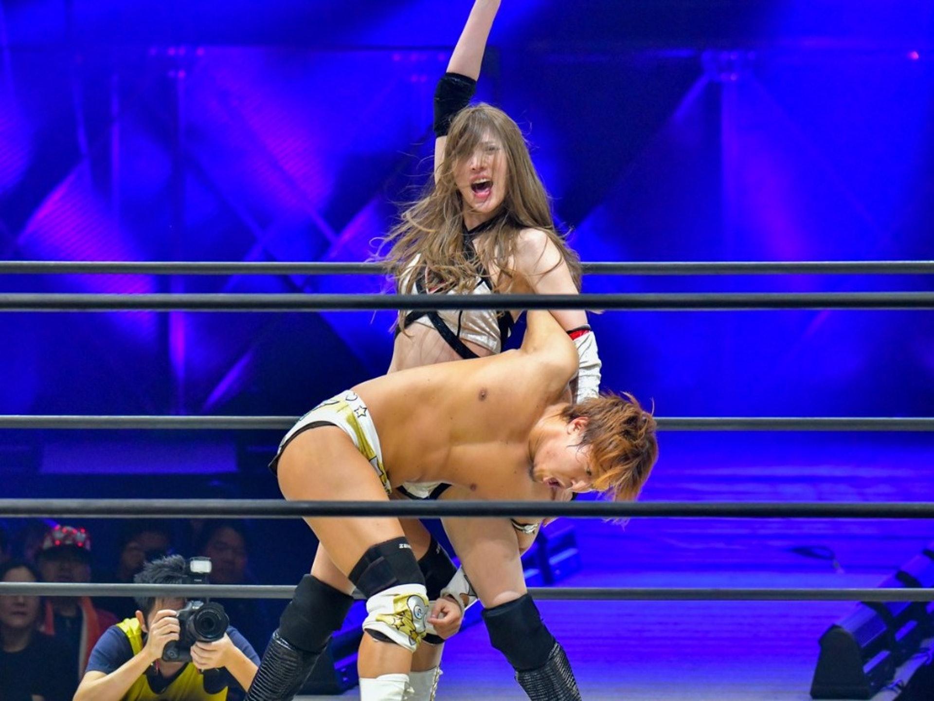 赤井沙希打敗男對手平田一喜,順利拿下冠軍腰帶。(圖/twitter @SakiAkai )