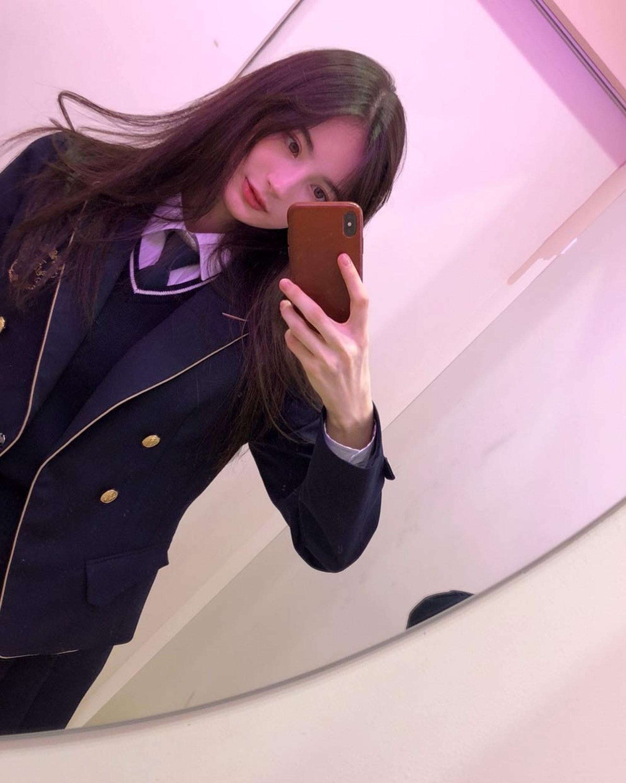 校服Look。(Instagram/@23.11_)