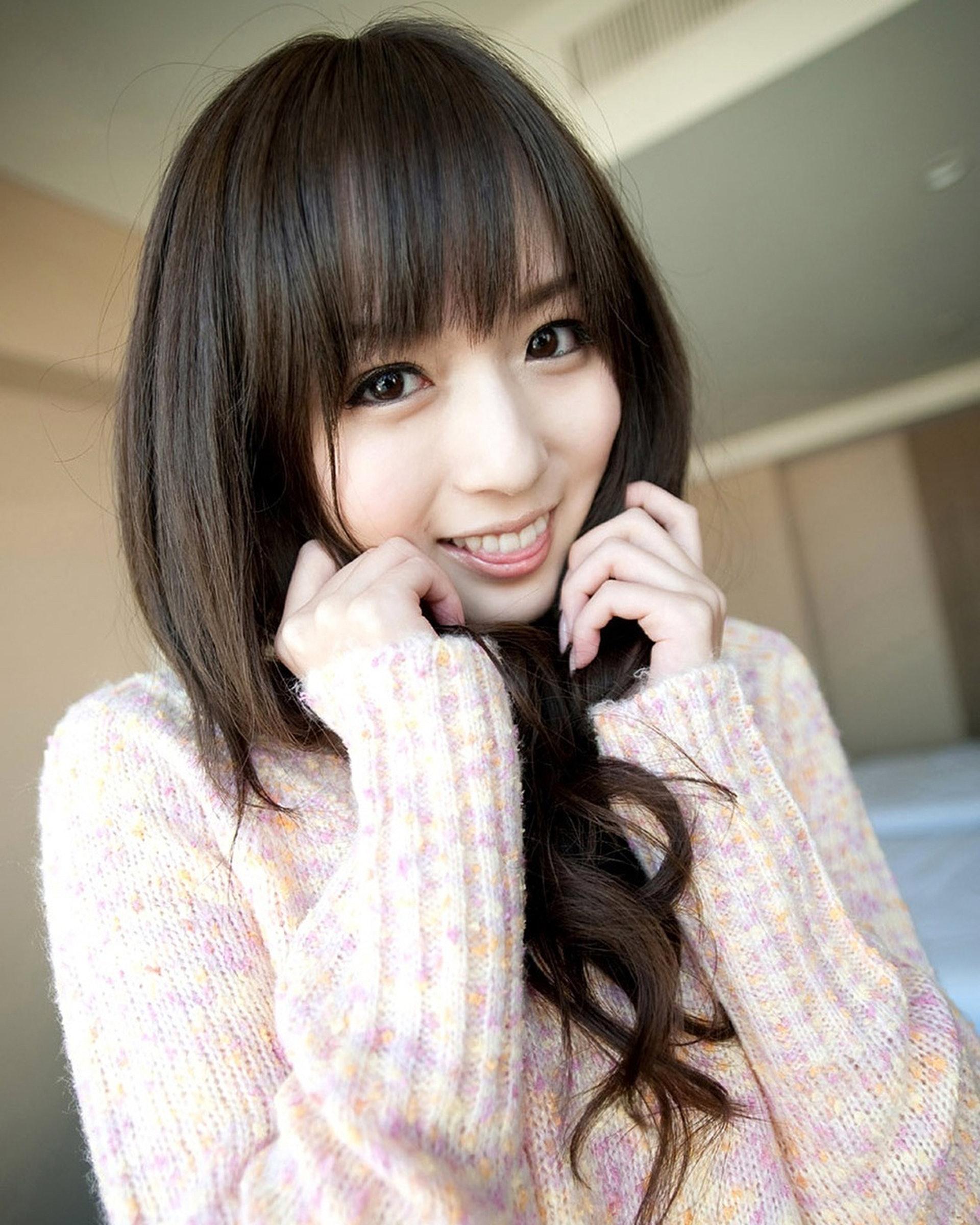 現年29歲的麻倉憂同樣都是可愛甜美風。(IG圖片)