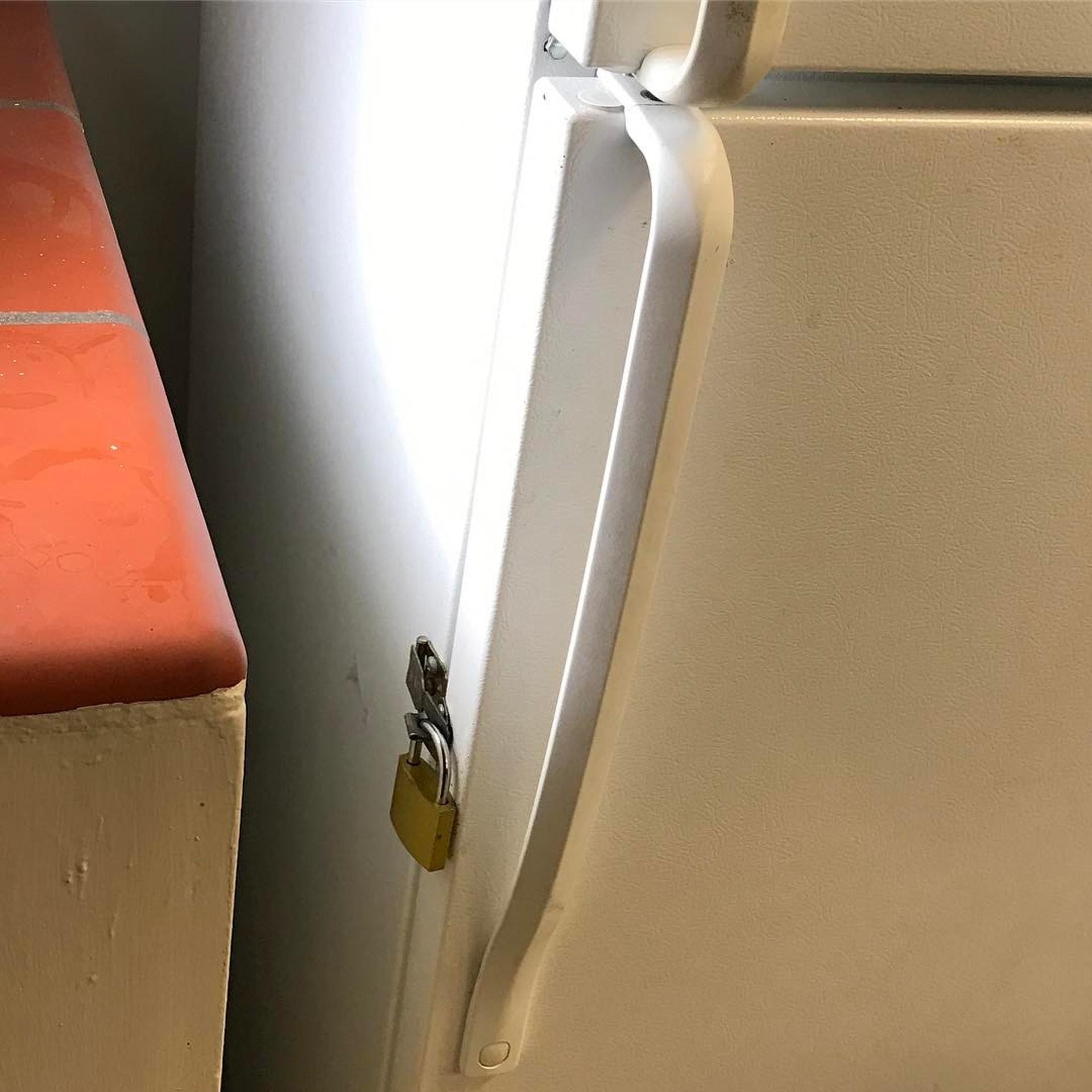 若家中有喜歡開冰箱的幼兒,則要留意雪櫃是否需要上鎖、款式設計上能否支援等問題。﹙IG@von_beeze﹚