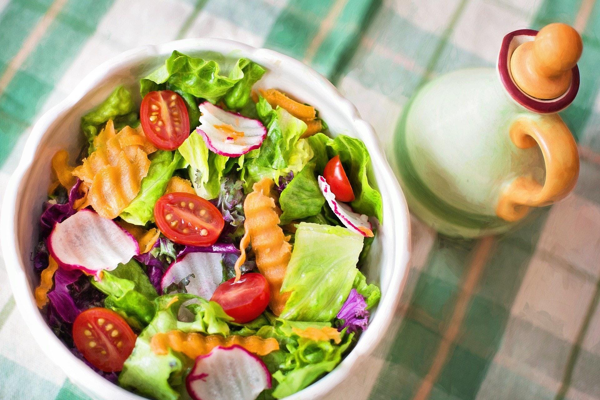 日本女生也有試過「餐前沙律減肥法」。(Pixabay@Jill Wellington)