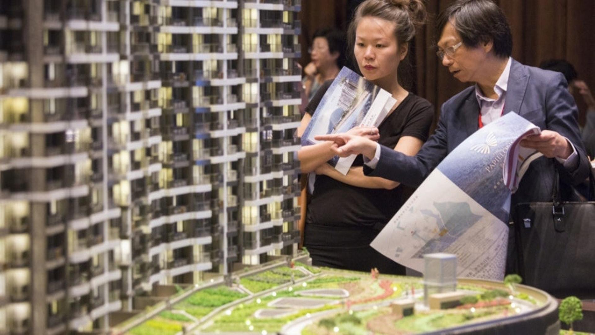 阿希回憶抽新樓的過程,稱發展商會製造「鬥快買樓」的氣氛,未計掂數的買家或容易做錯決定。(資料圖片)