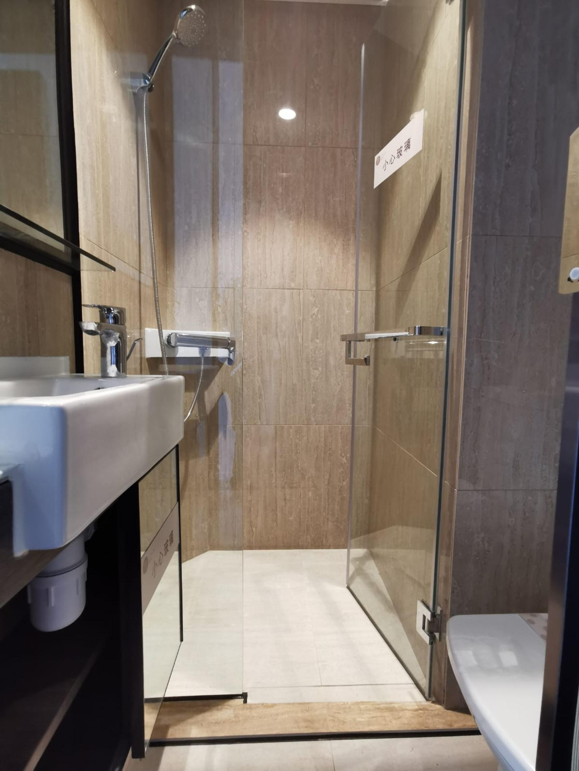 進門右手邊已經是浴室及洗手間。(代理提供照片)