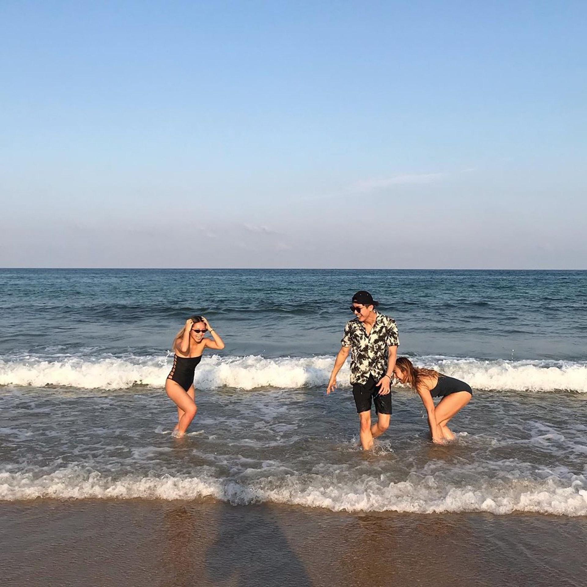 佢好鍾意喺沙灘打波。(ig@stephanie_cheng圖片)