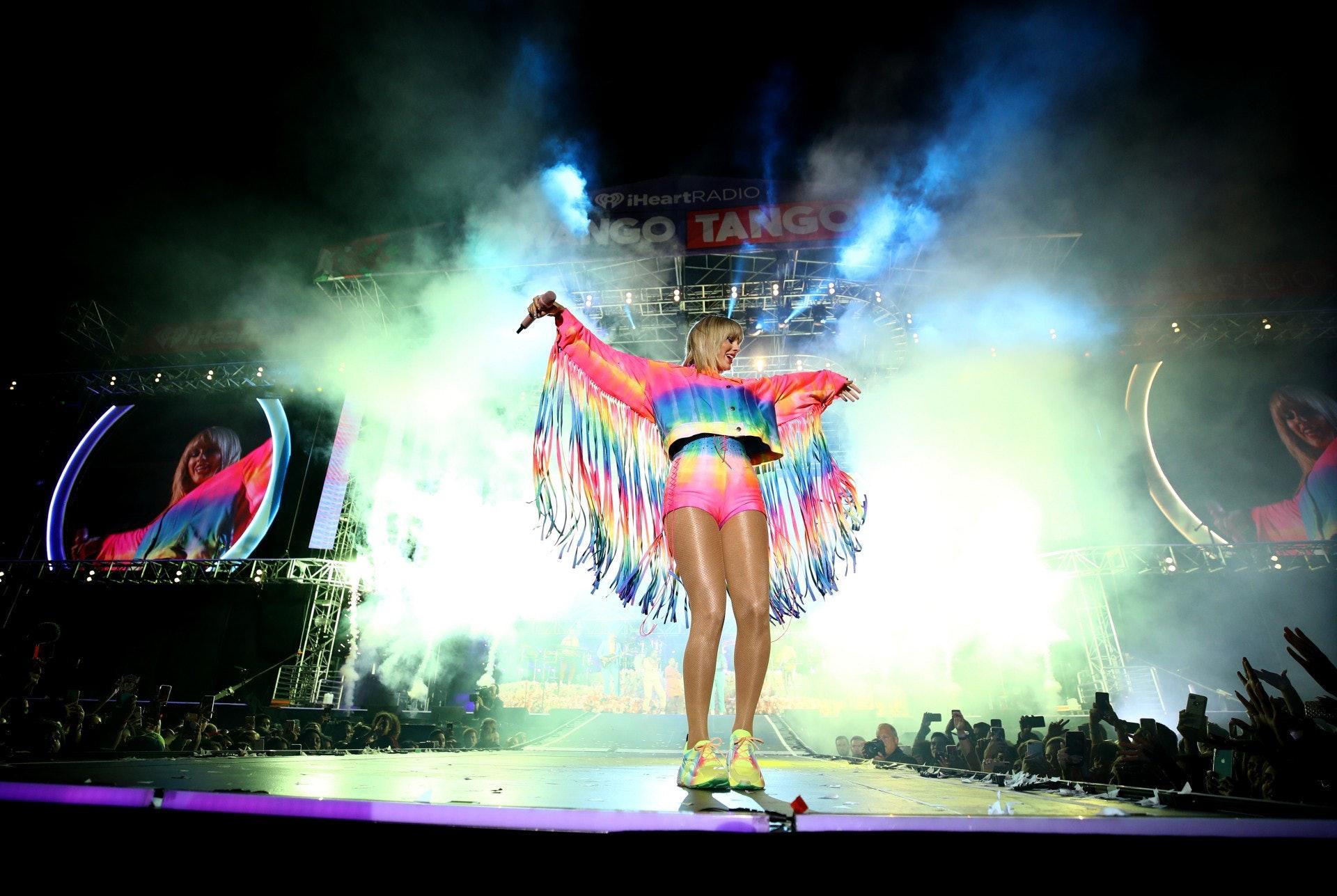 Taylor身材非常高挑,肥少少都不太覺眼。(Getty Images)