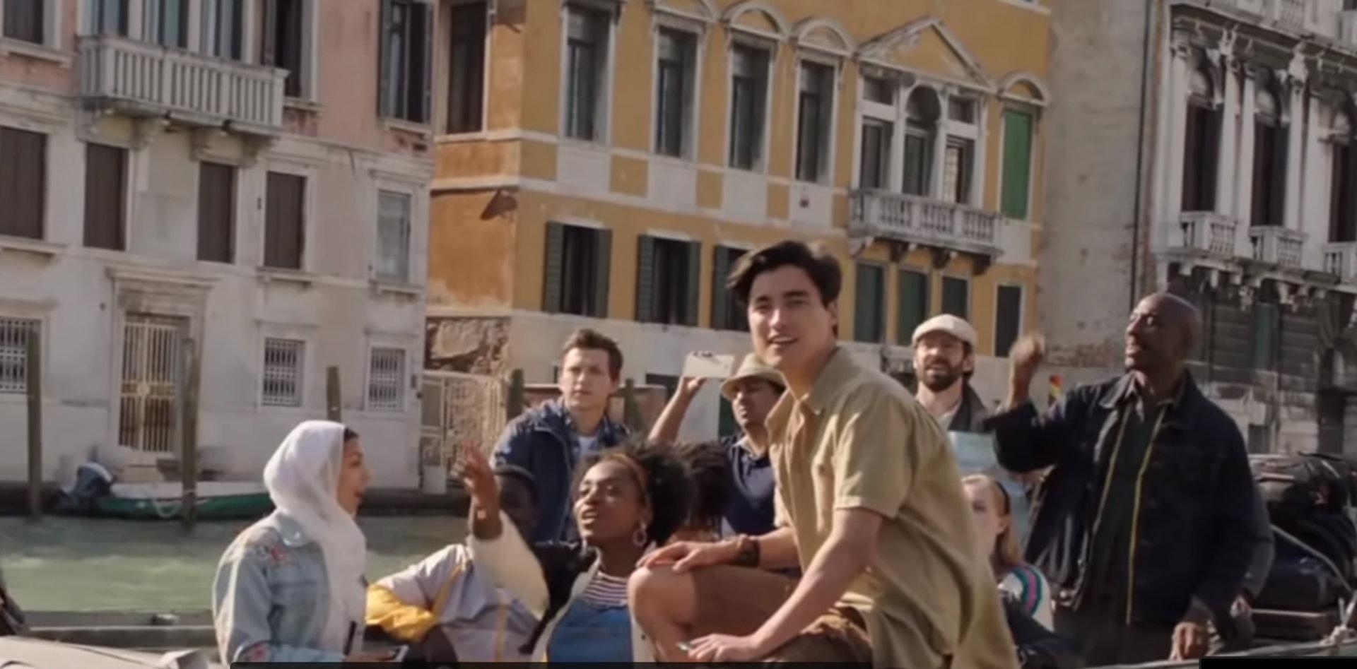 「蜘蛛俠」Peter Parker的Brad Davis,在戲中積極地想追求「MJ」。(影片截圖)