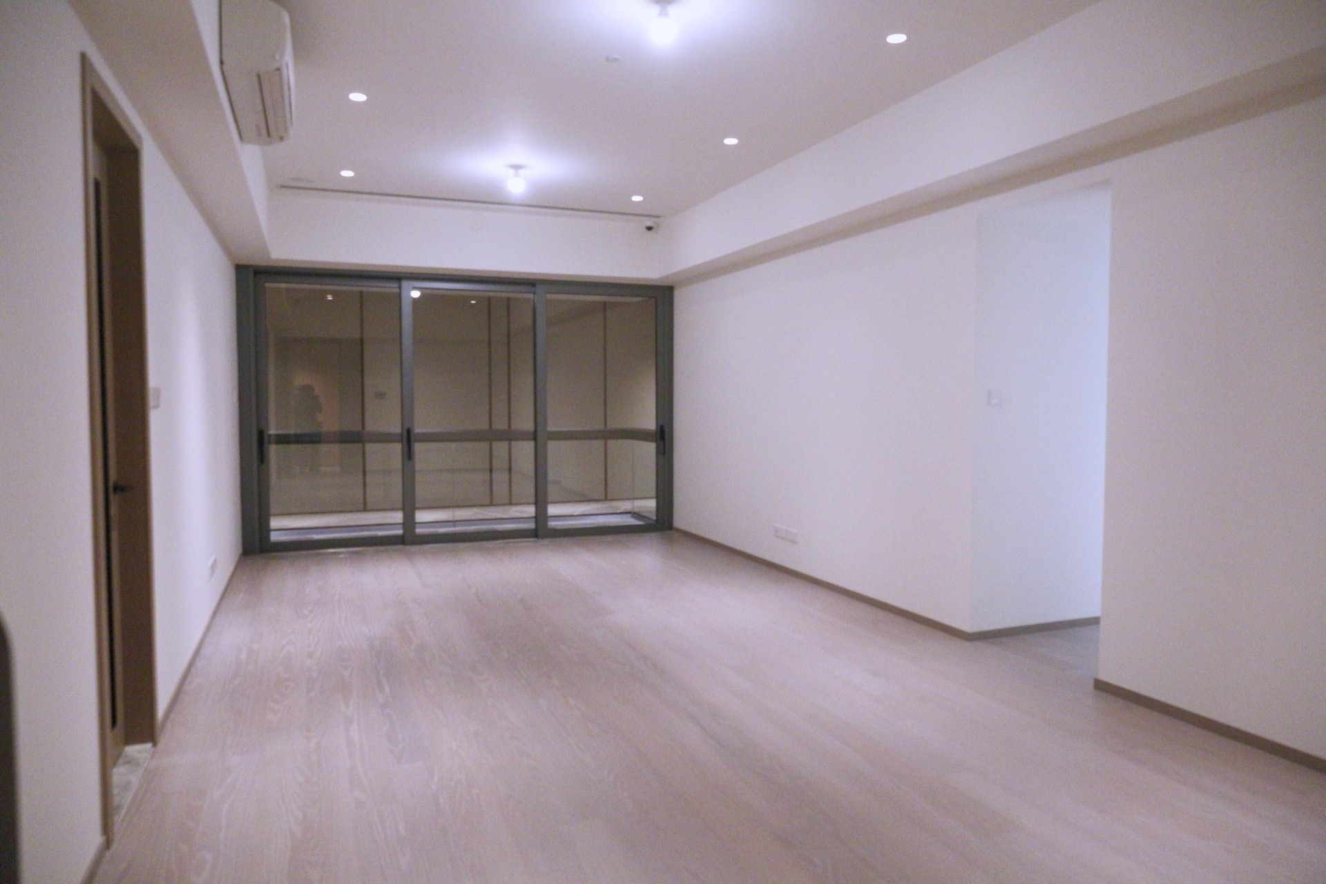 另一個交樓標準示位則參考7A座7樓B室搭建,屬三房一套間隔連儲物室,實用面積1,233方呎。(歐嘉樂攝)