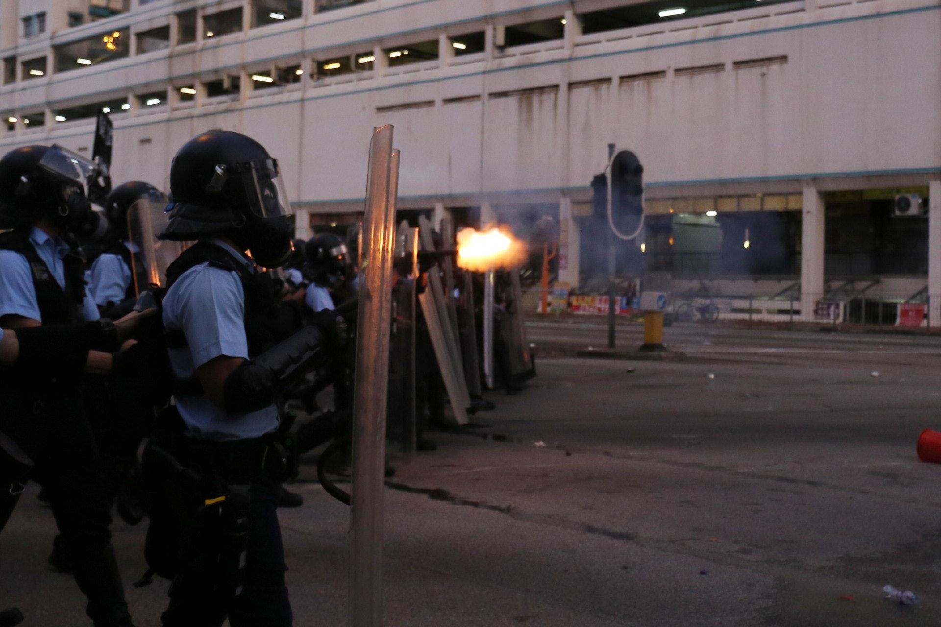 警方在荃灣不斷放催淚彈。(陳蕾蕾攝)