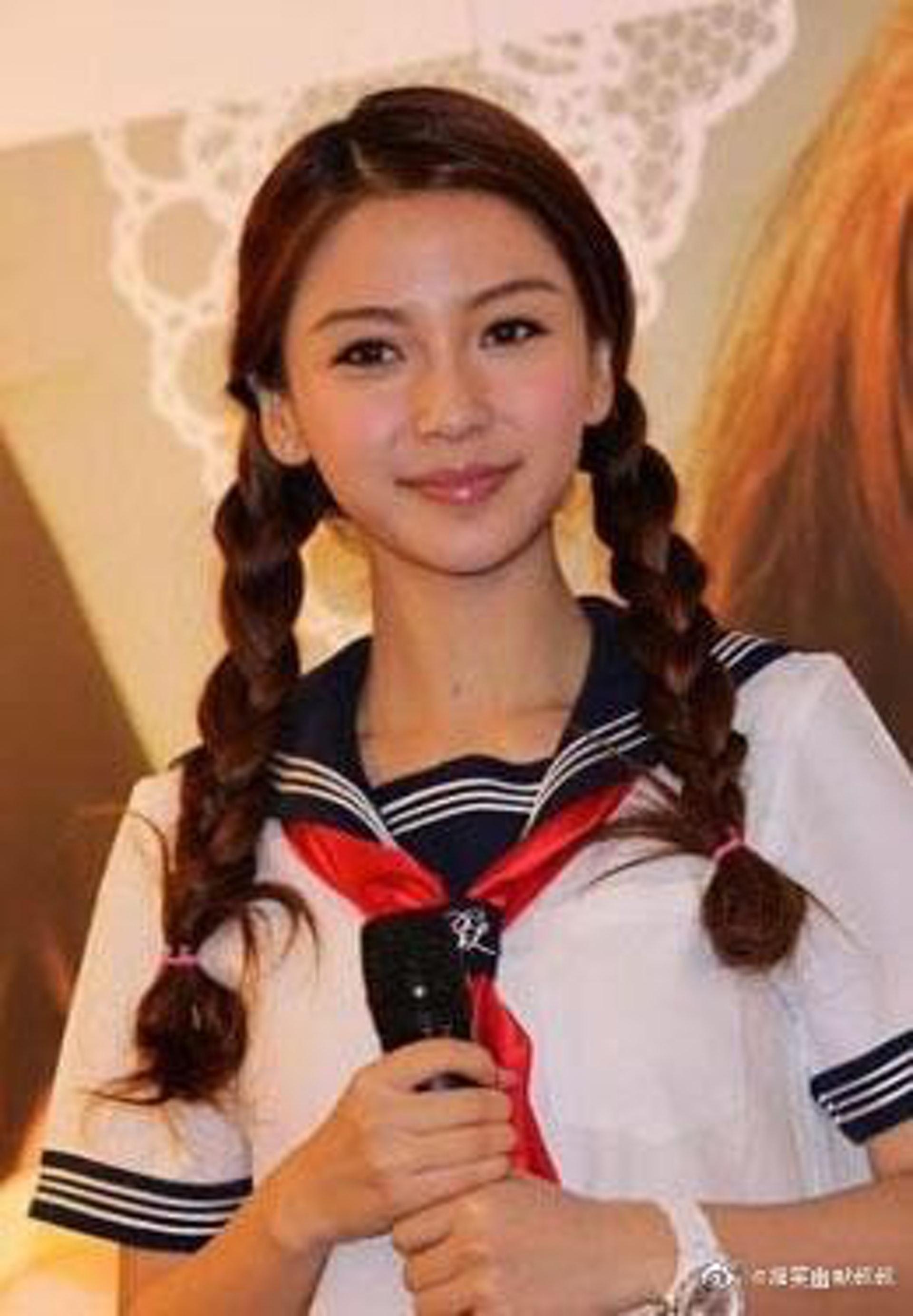 Angelababy出道初期的清純學生妹look很受歡迎。(微博:@搞笑幽默叔叔)
